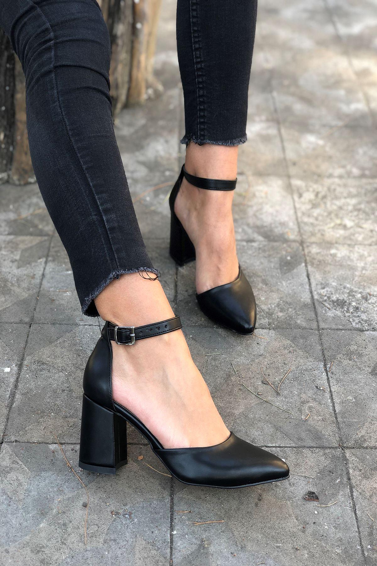 Y102 Siyah Deri Topuklu Ayakkabı