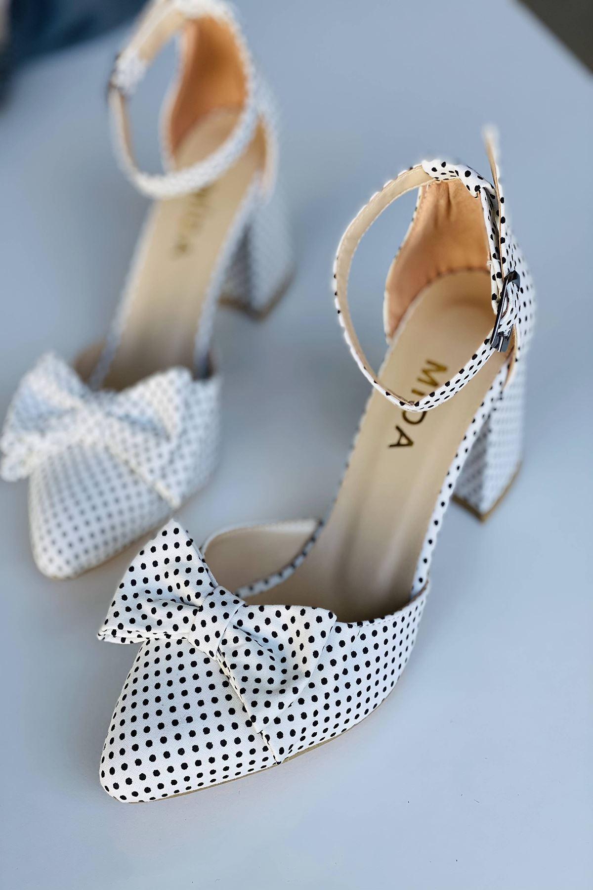 Y106 Beyaz Puantiye Topuklu Ayakkabı