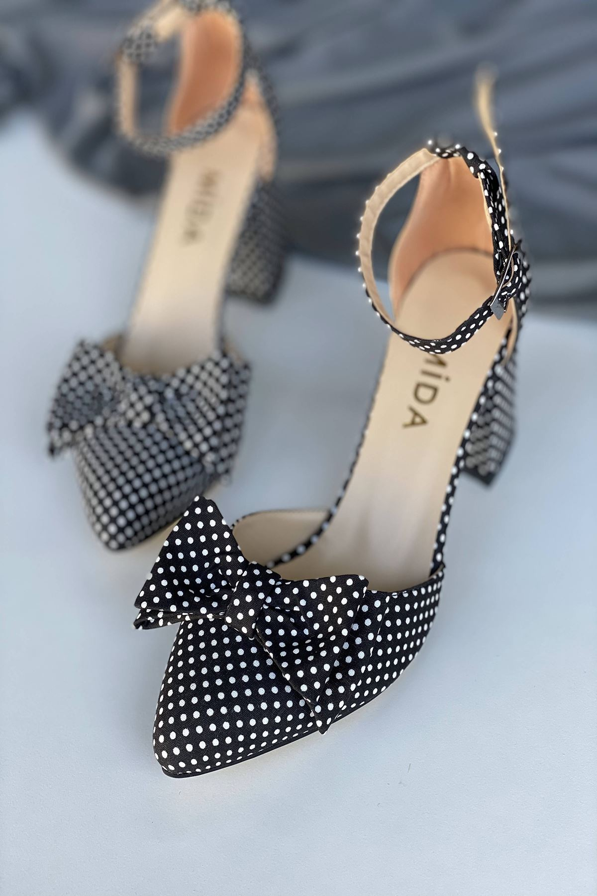 Y106 Siyah Puantiye Topuklu Ayakkabı