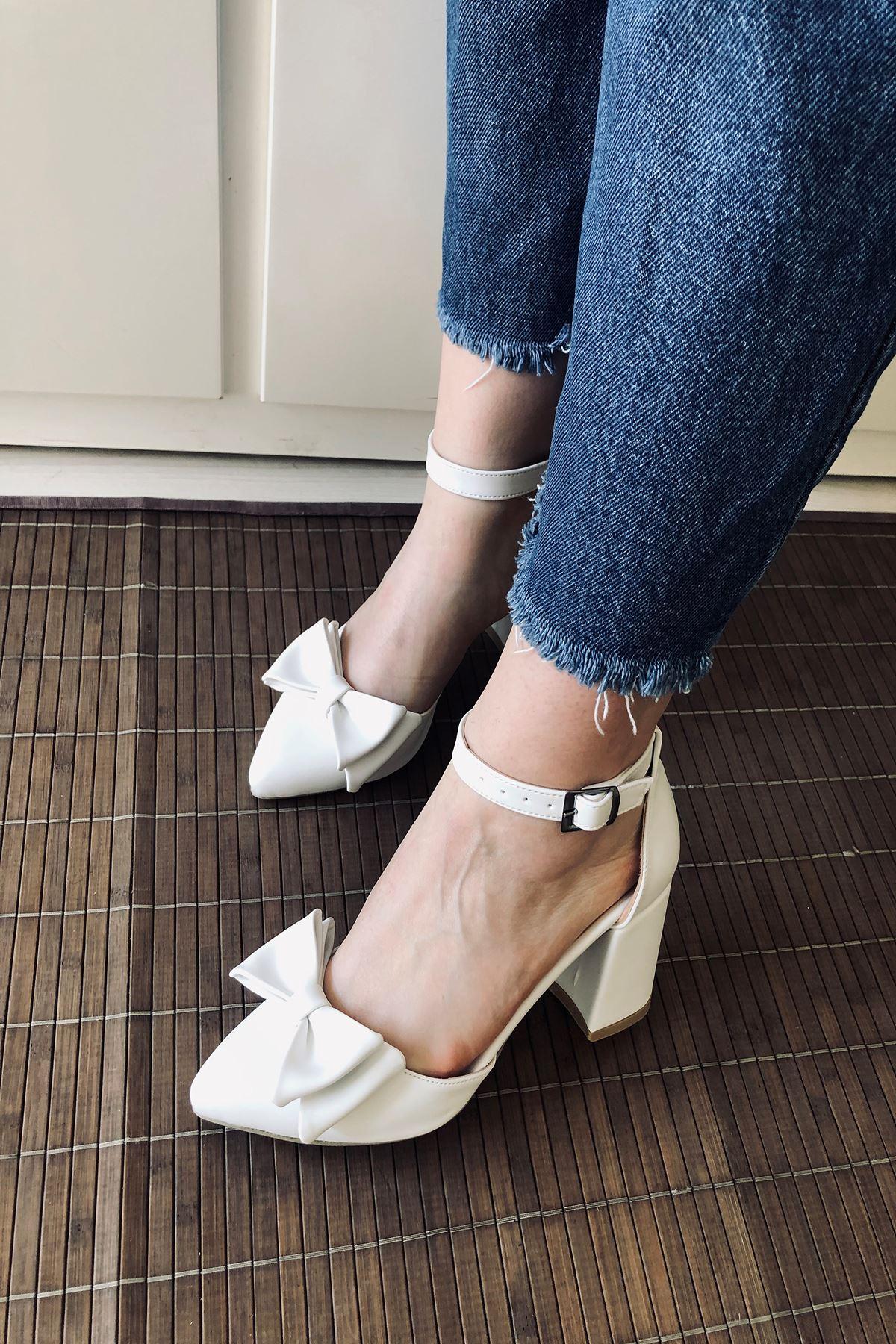 Y107 Beyaz Deri Topuklu Ayakkabı