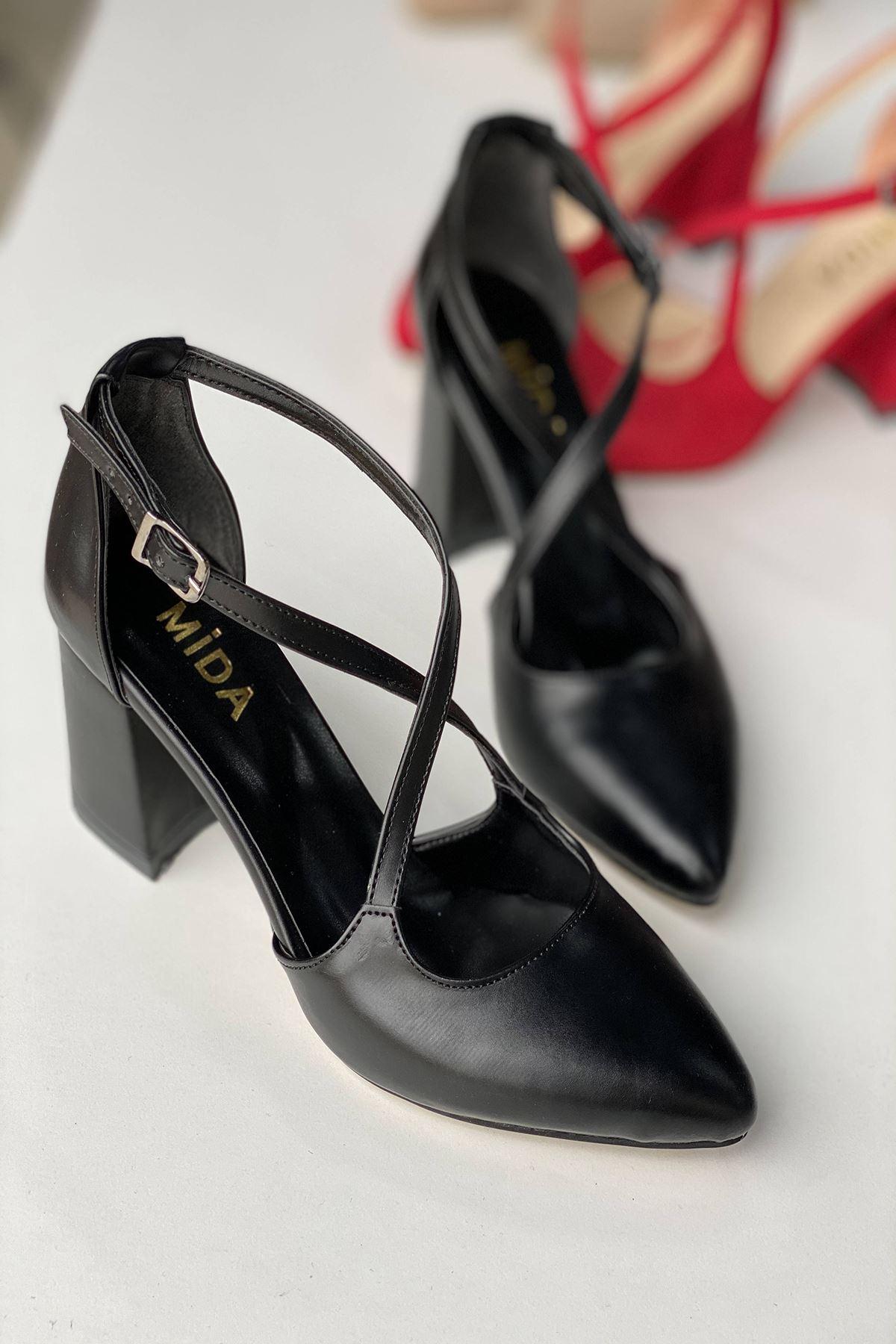 Y113 Siyah Deri Topuklu Ayakkabı