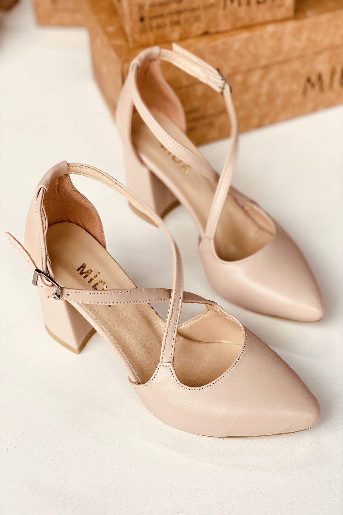 Y113 Ten Deri Topuklu Ayakkabı