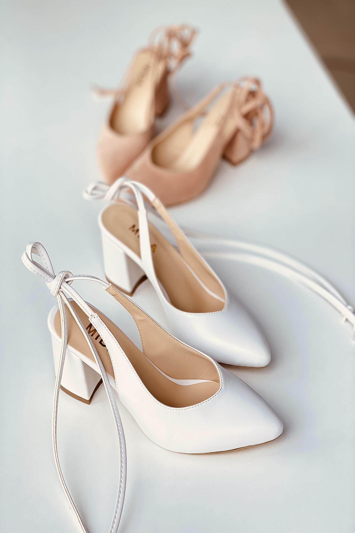 Y114 Beyaz Cilt Topuklu Ayakkabı