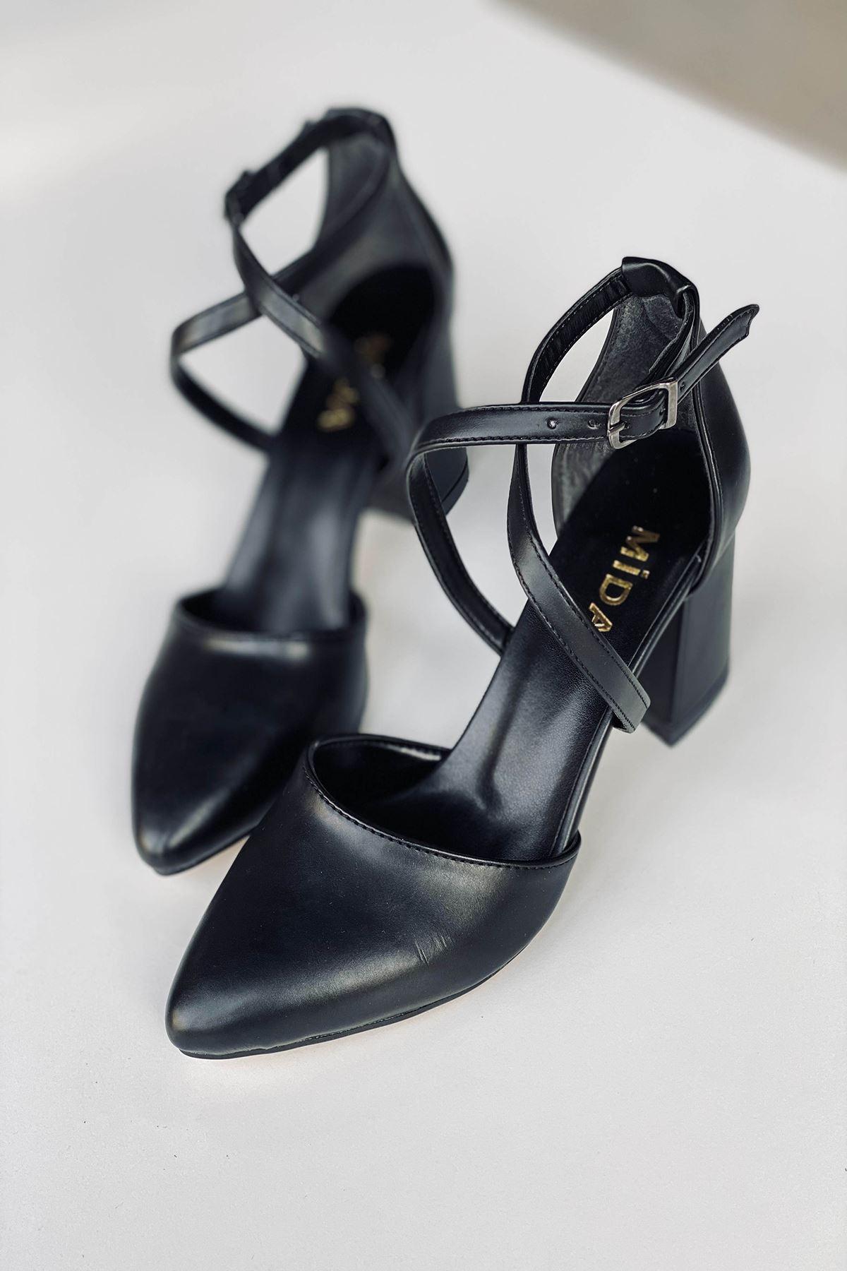 Y115 Siyah Deri Topuklu Ayakkabı