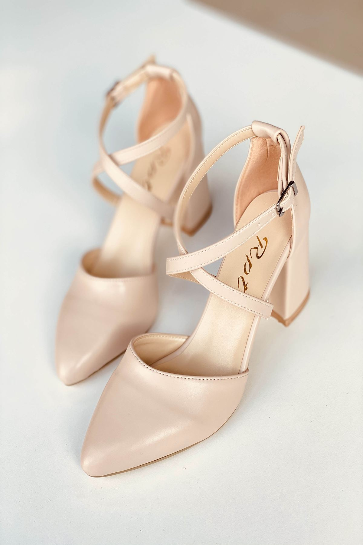 Y115 Ten Deri Topuklu Ayakkabı