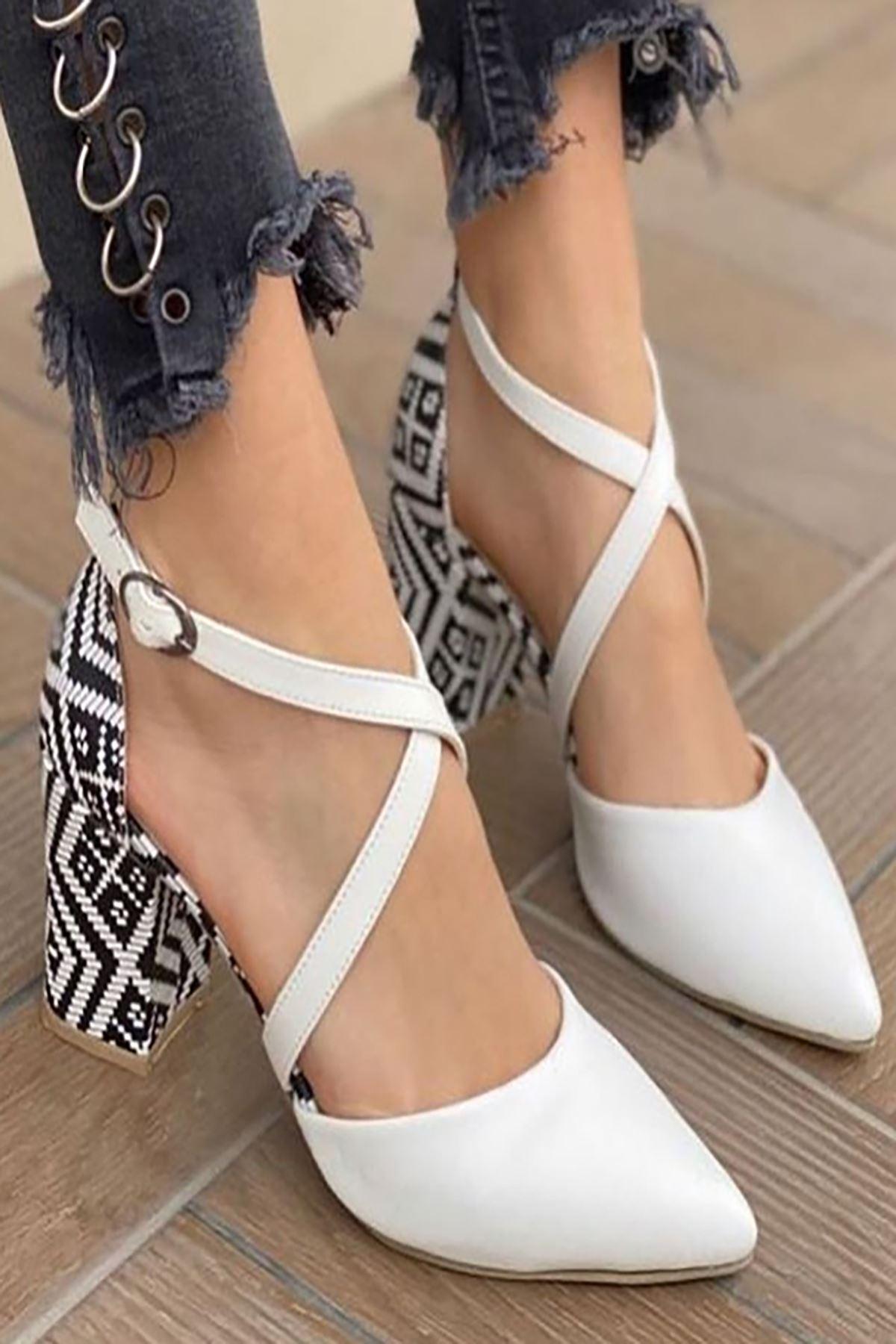 Y116 Beyaz Garni Deri Topuklu Ayakkabı