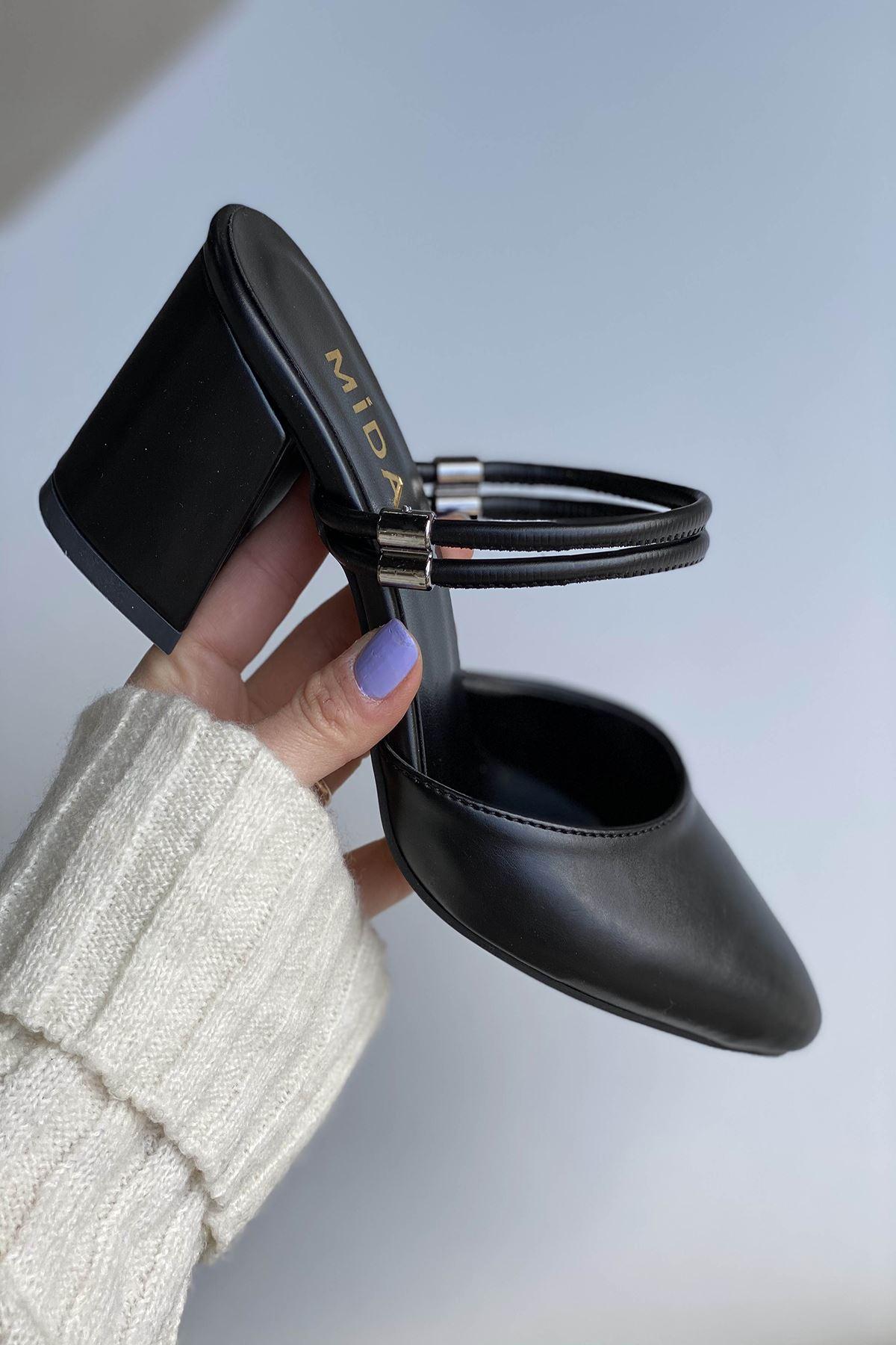 Y119 Siyah Deri Topuklu Ayakkabı