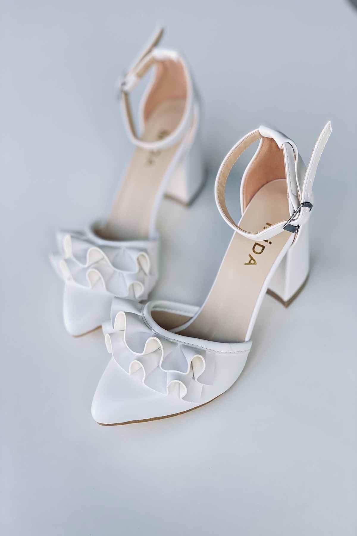 Y122 Beyaz Deri Topuklu Ayakkabı