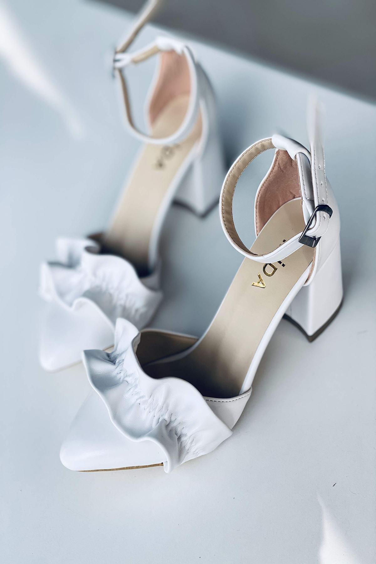 Y126 Beyaz Deri Topuklu Ayakkabı