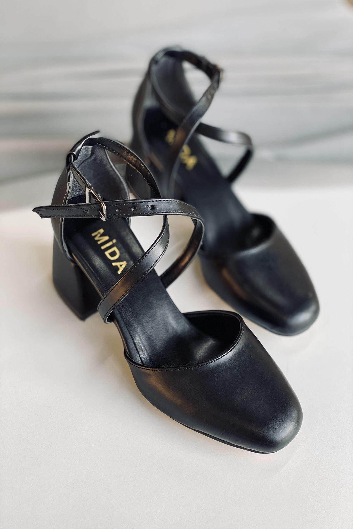 Y191 Siyah Deri Topuklu Ayakkabı