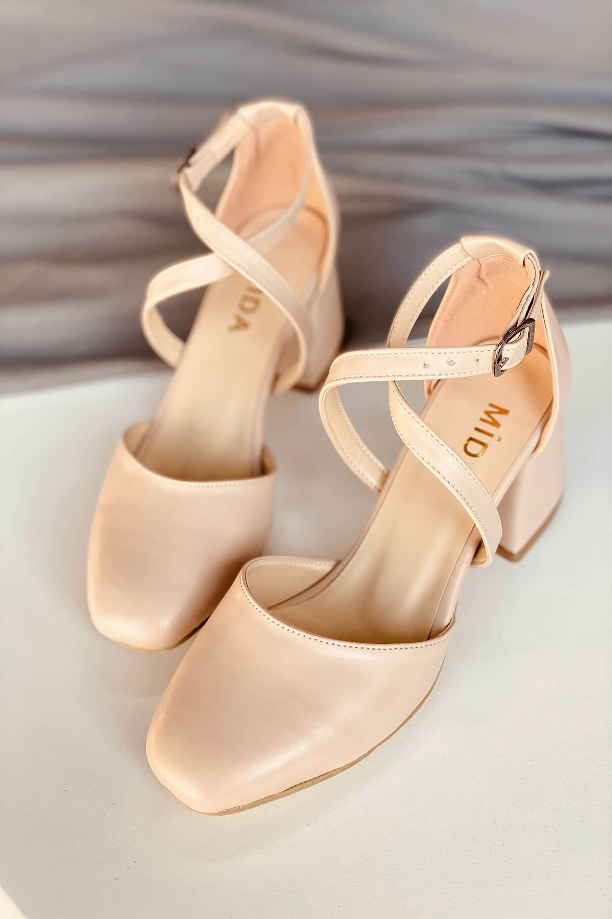 Y191 Ten Deri Topuklu Ayakkabı