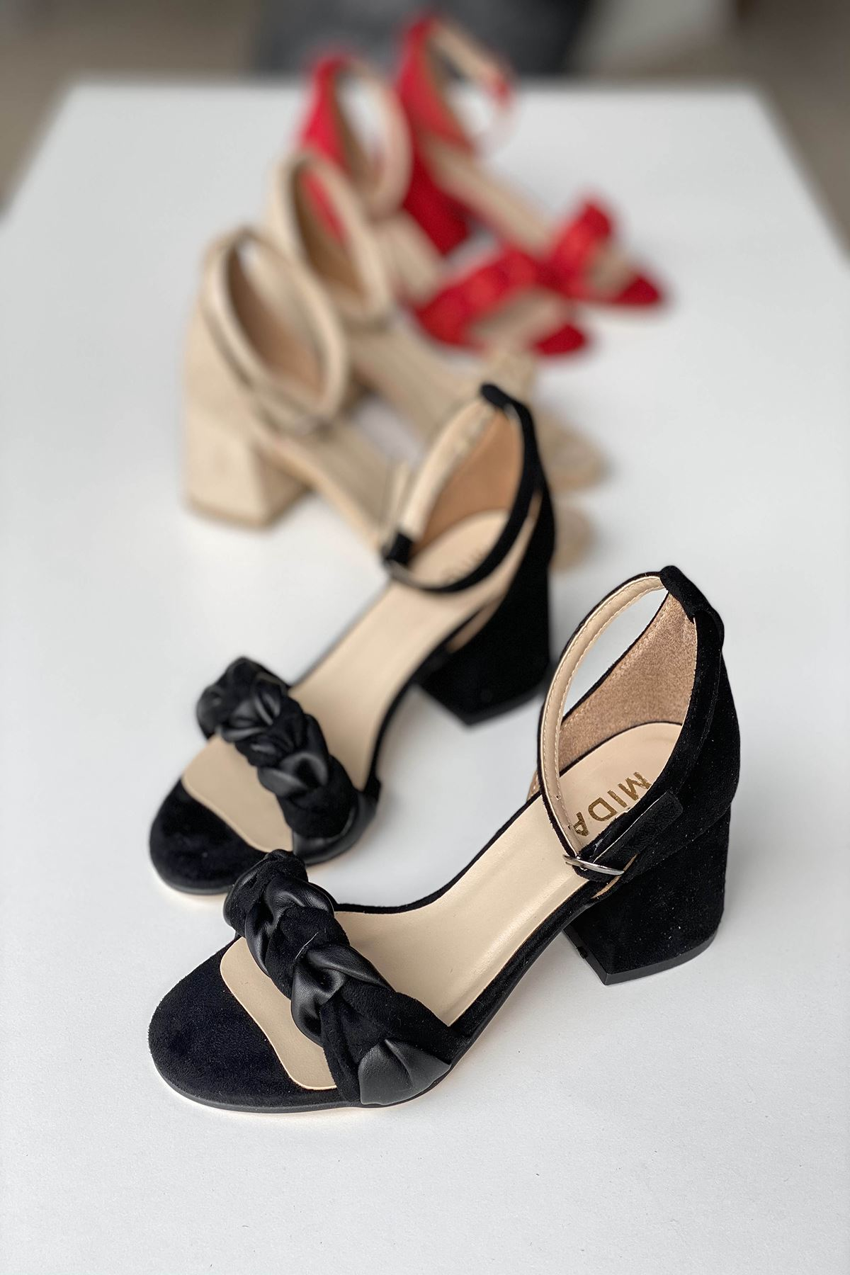 Y555 Siyah Deri Topuklu Ayakkabı