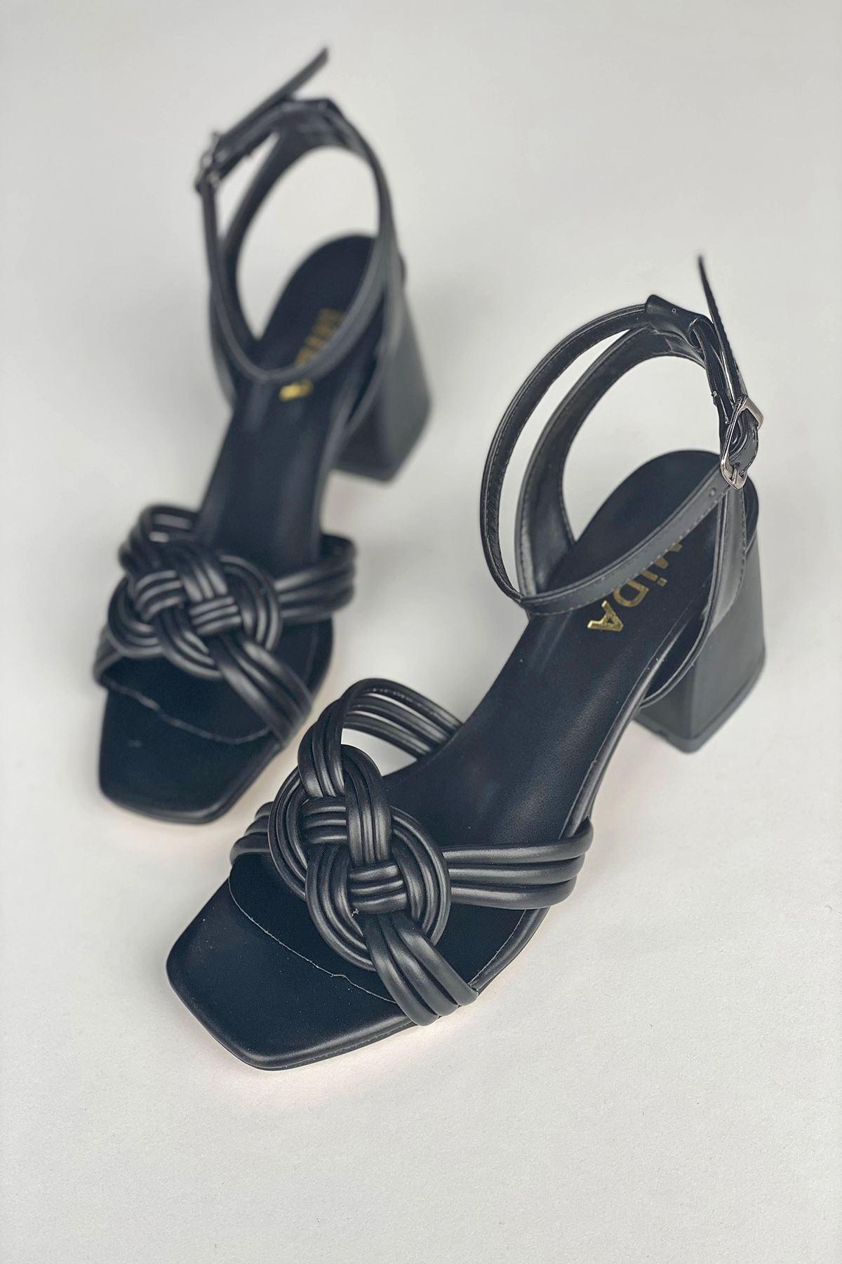 Y716 Siyah Deri Topuklu Ayakkabı