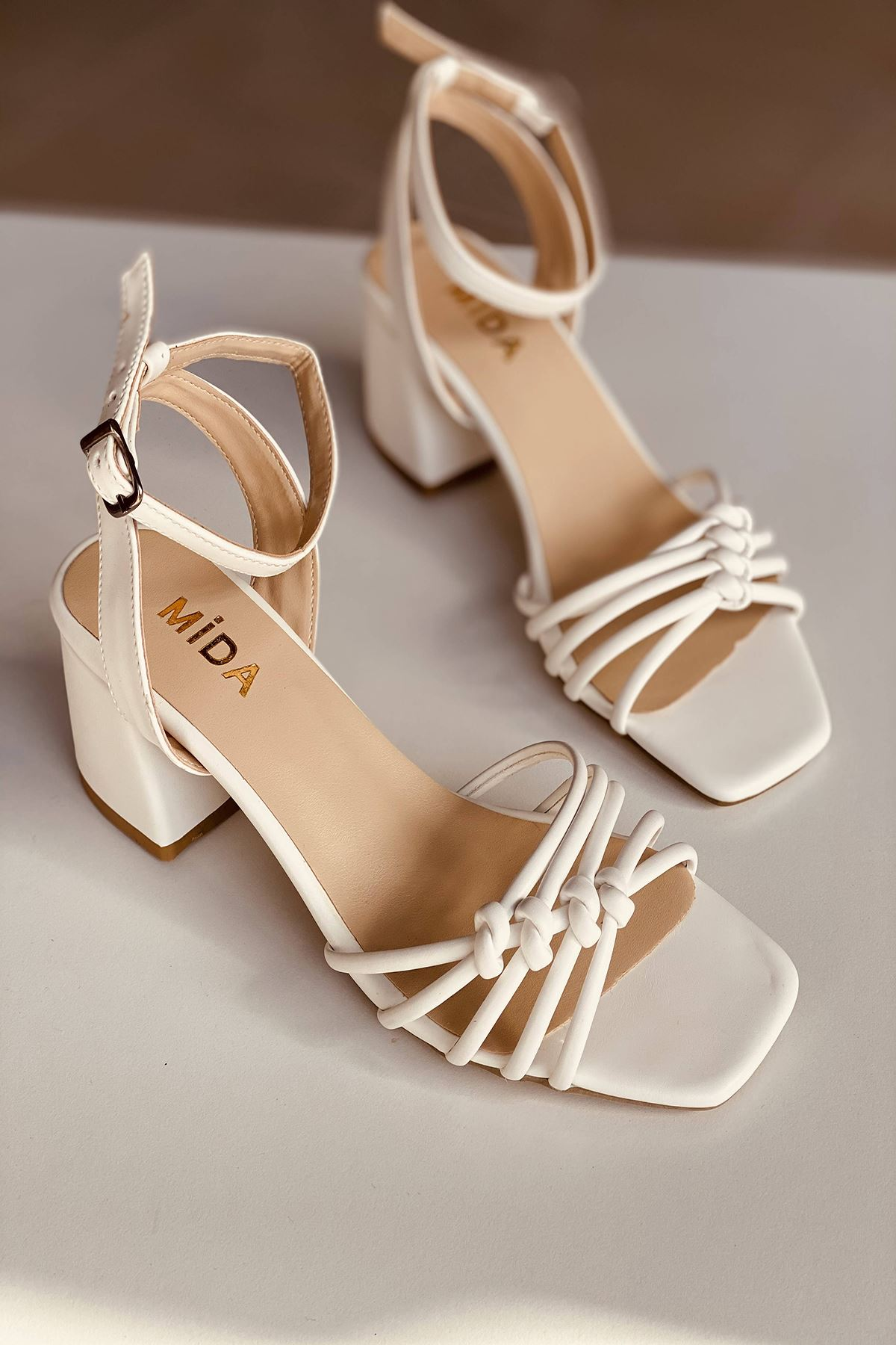 Y802 Beyaz Deri Topuklu Ayakkabı