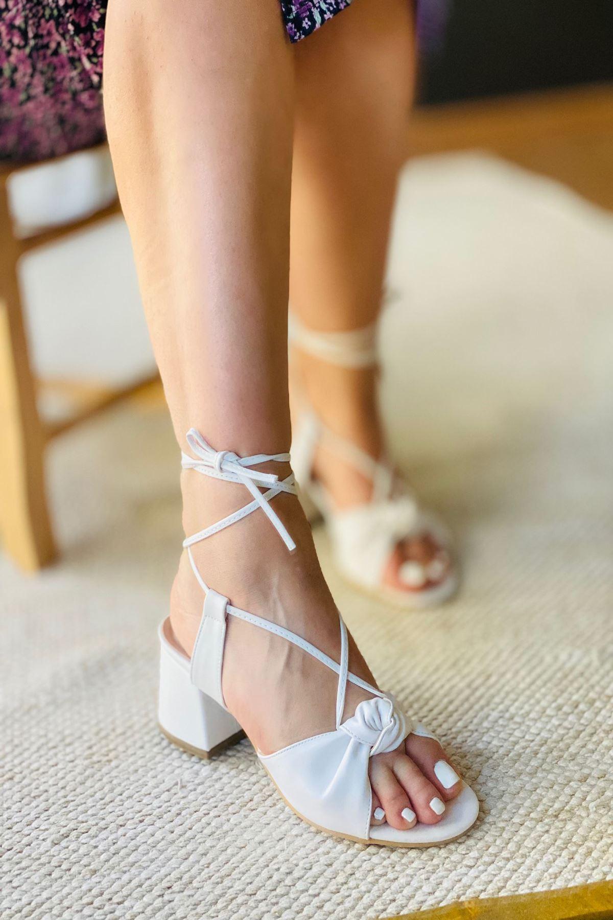 Y551 Beyaz Deri Topuklu Ayakkabı