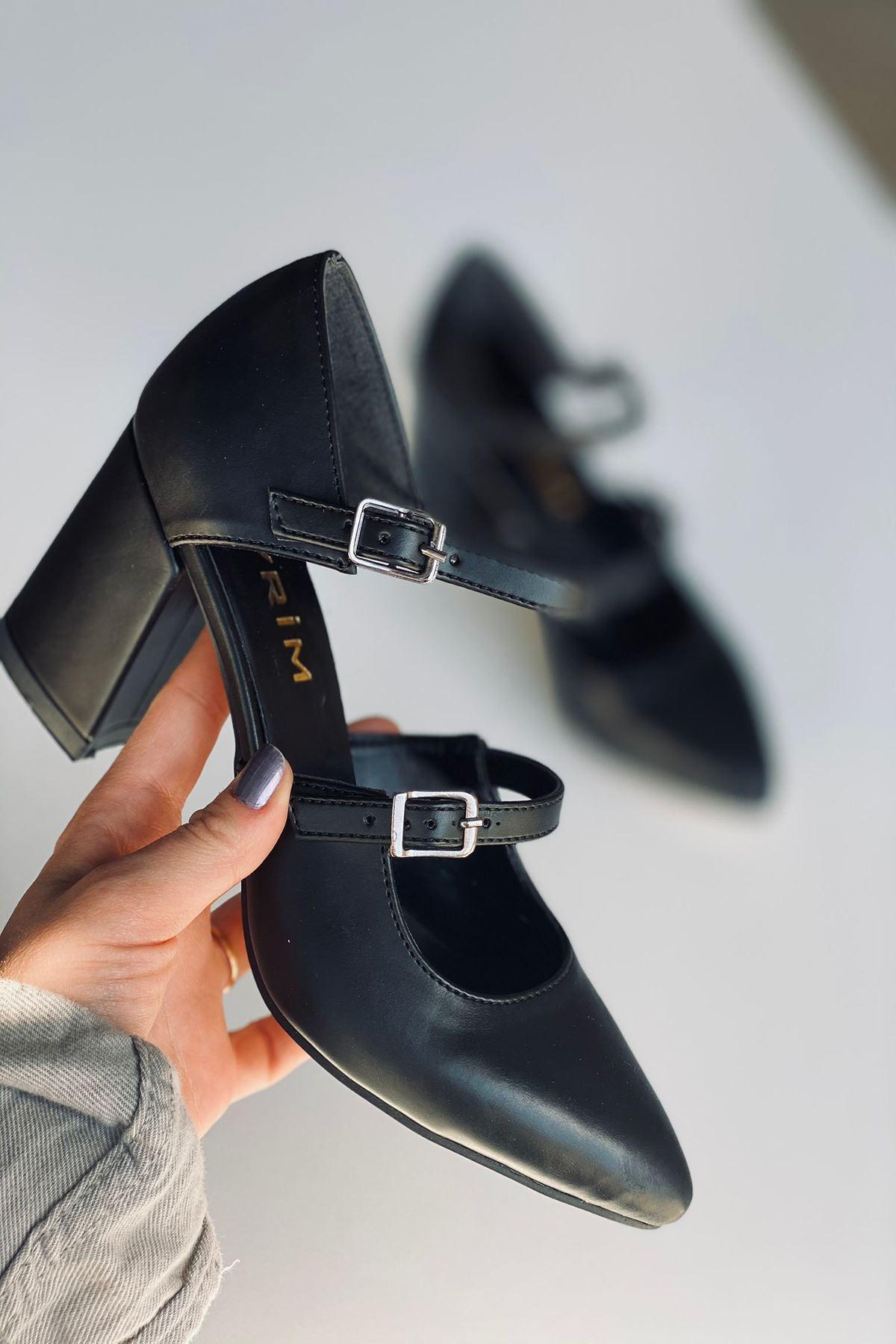 Y111 Siyah Deri Topuklu Ayakkabı