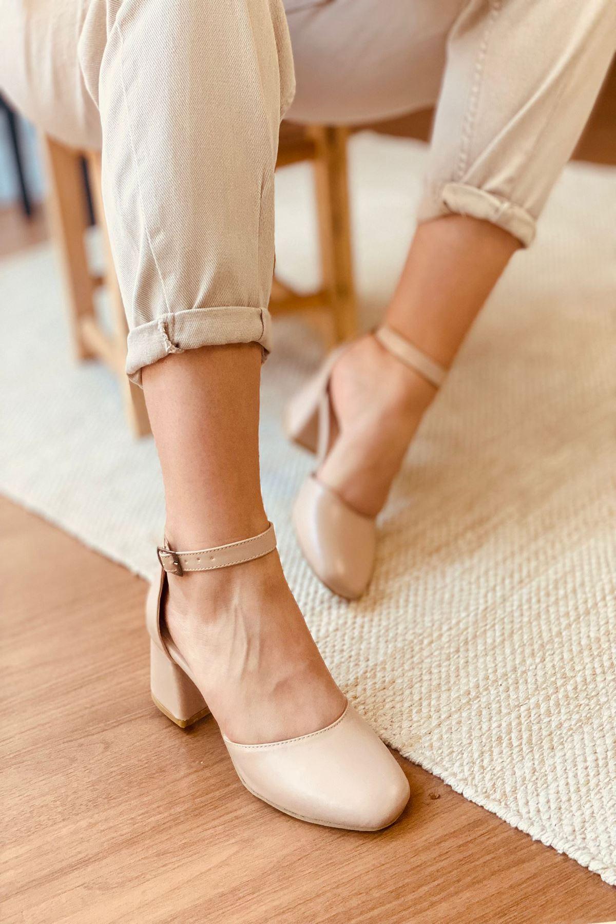 Y192 Ten Deri Topuklu Ayakkabı