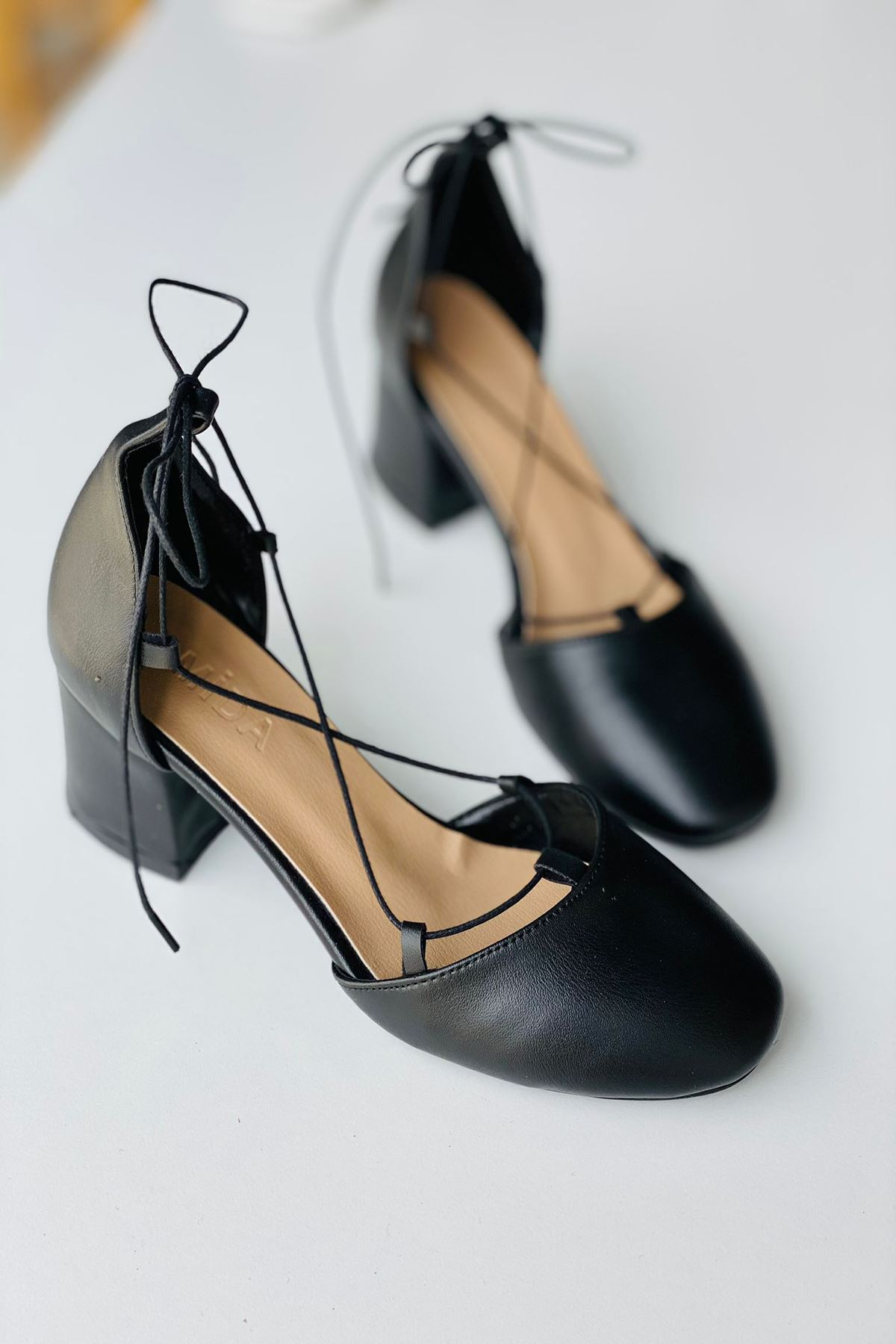 Y203 Siyah Deri Topuklu Ayakkabı