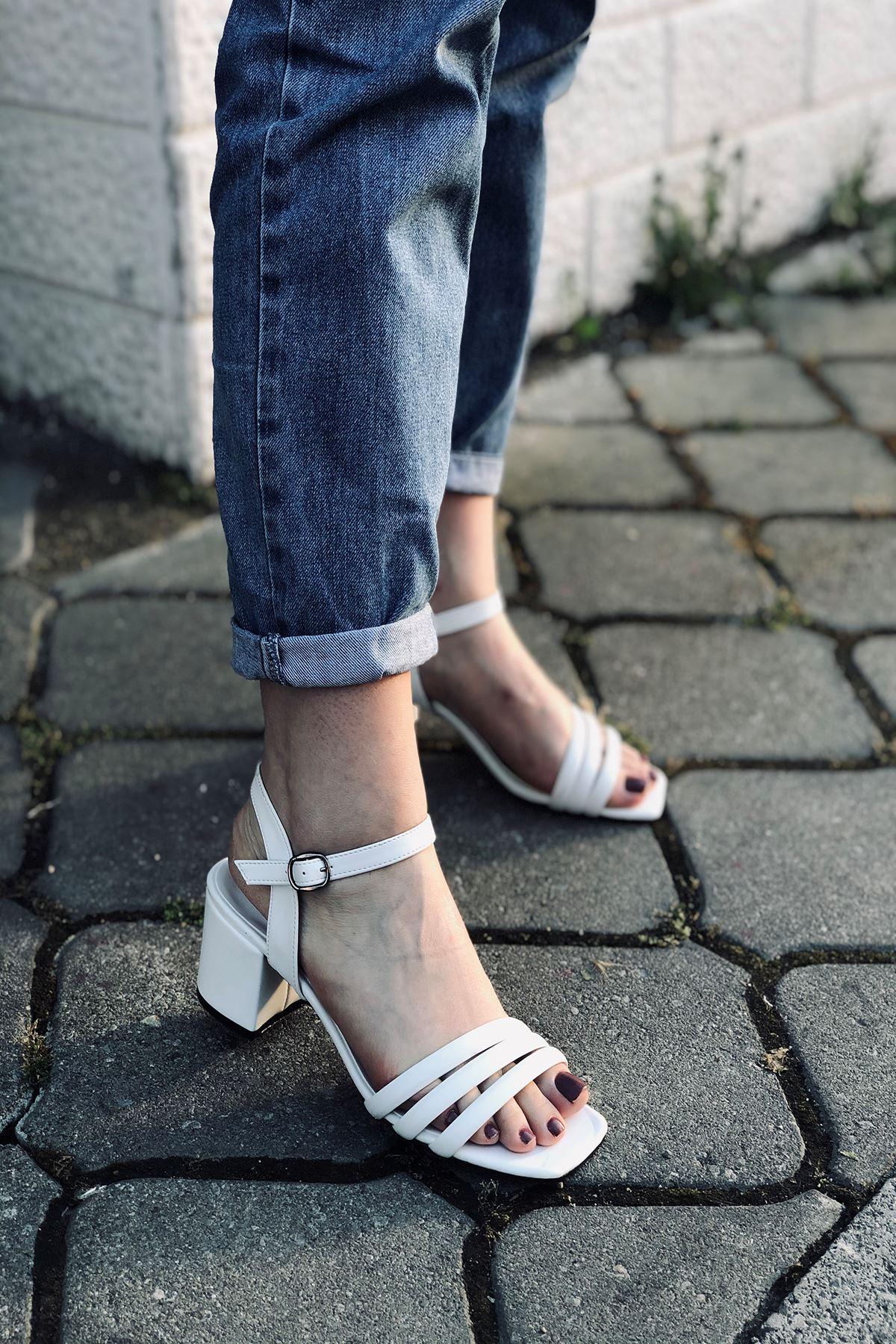 Y222 Beyaz Deri Topuklu Ayakkabı