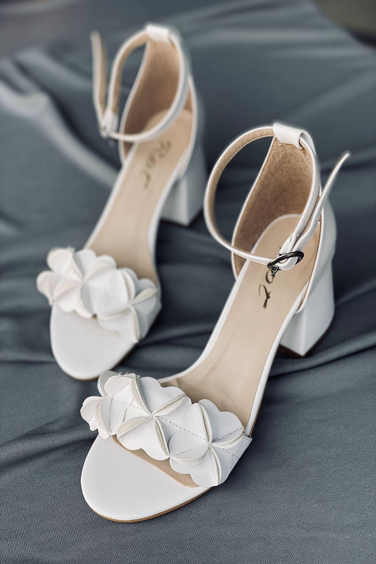 Y500 Beyaz Süet Topuklu Ayakkabı