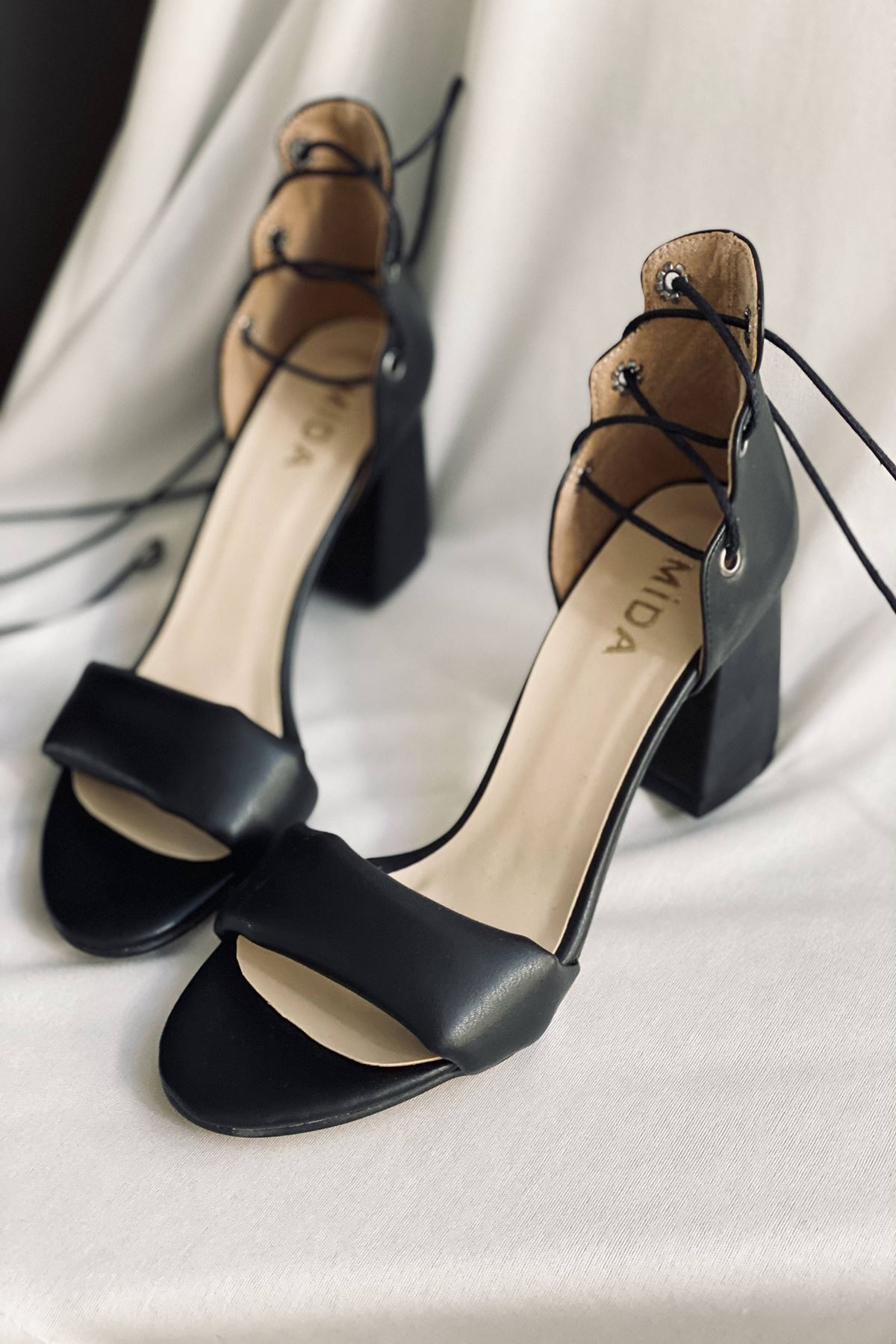 Y614 Siyah Deri Topuklu Ayakkabı