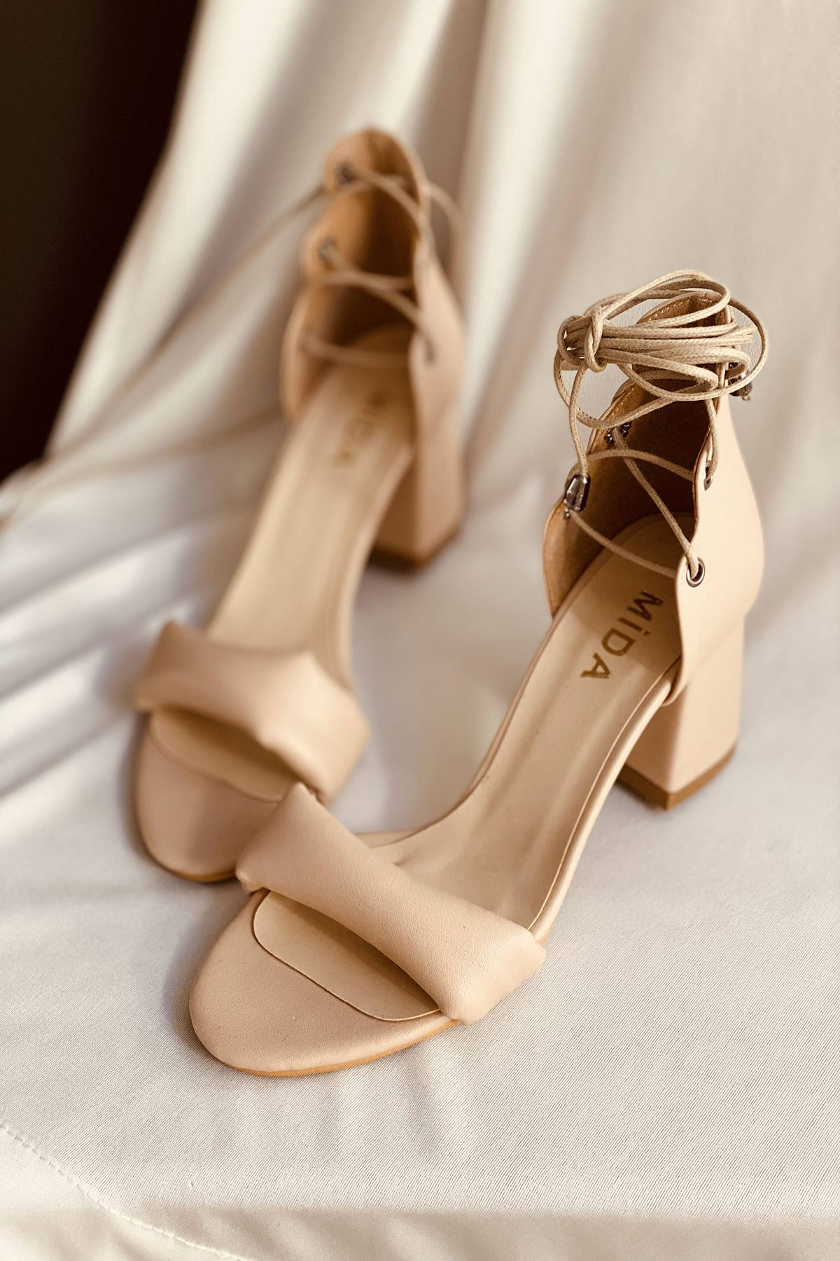 Y614 Ten Deri Topuklu Ayakkabı