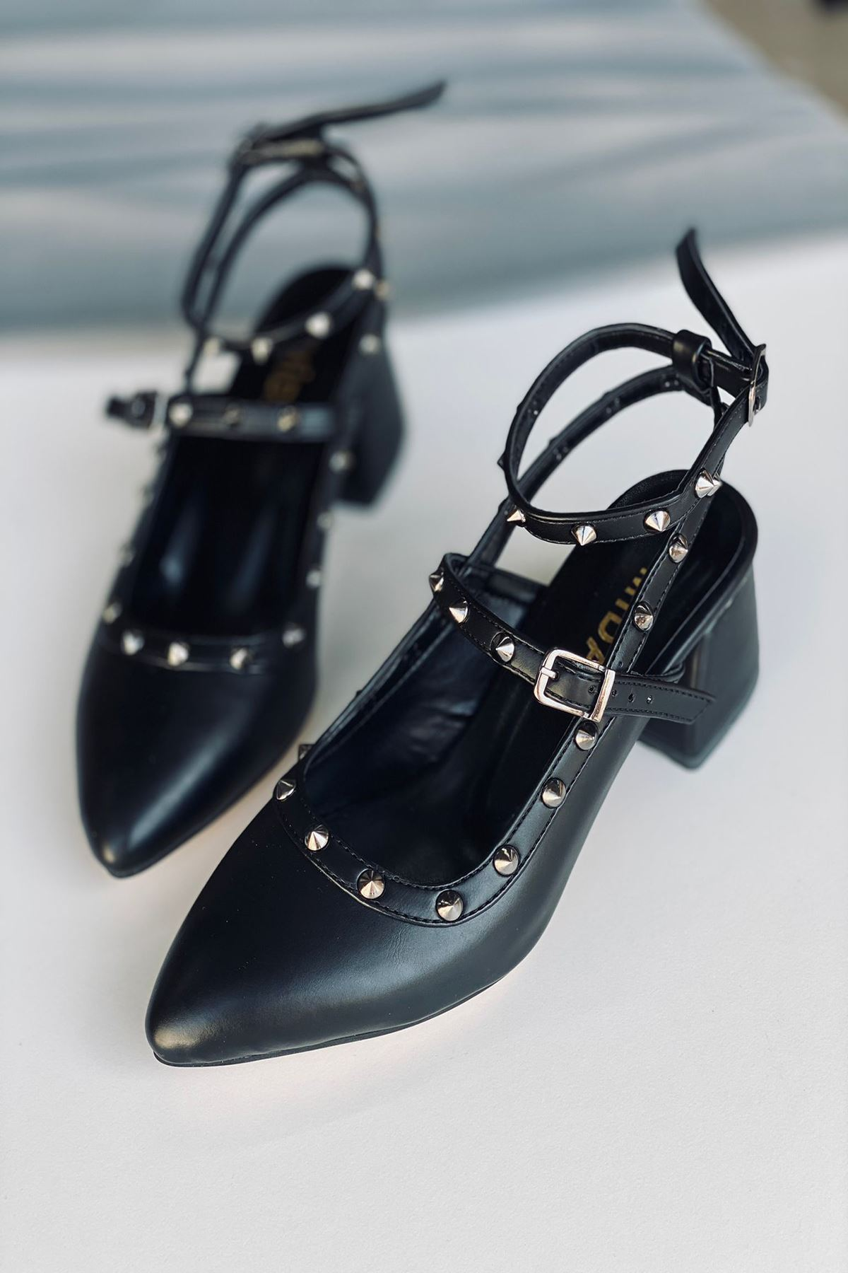 Y703 Siyah Deri Topuklu Ayakkabı
