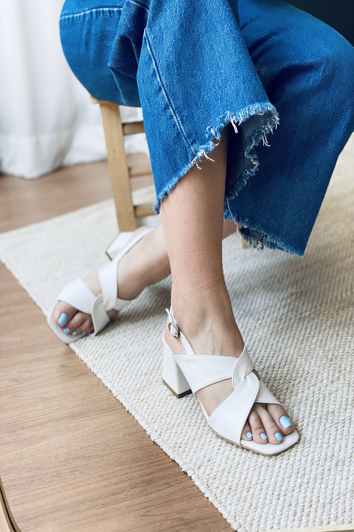 Y702 Beyaz Deri Topuklu Ayakkabı