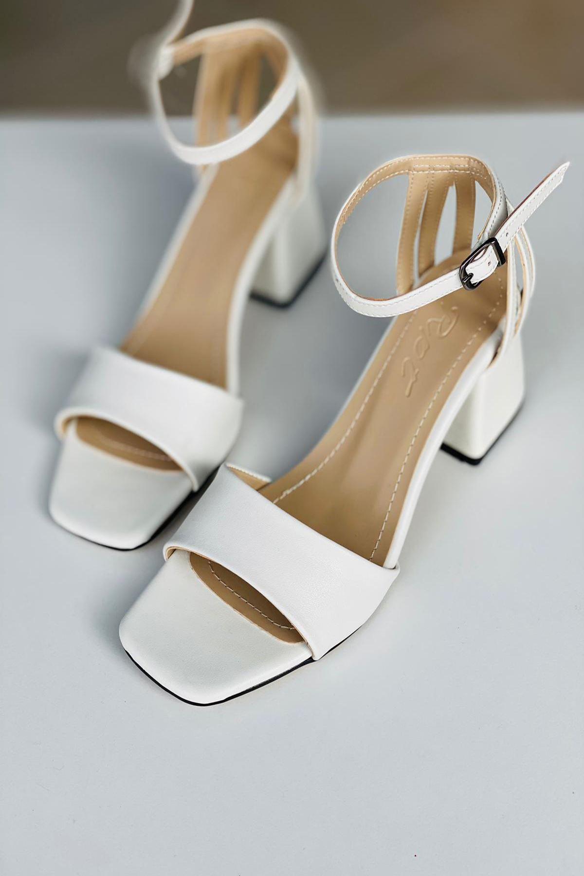 Y901 Beyaz Deri Topuklu Ayakkabı