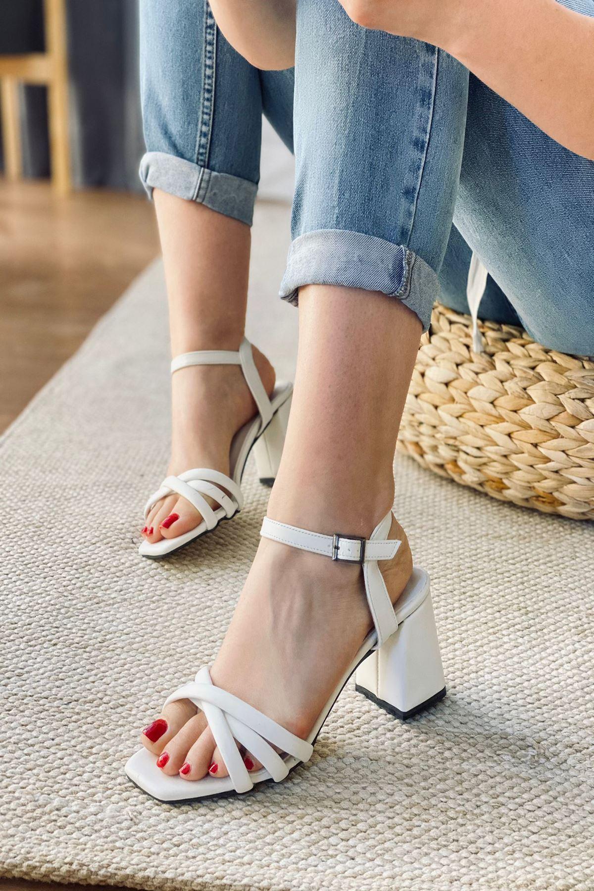 Y930 Beyaz Deri Topuklu Ayakkabı