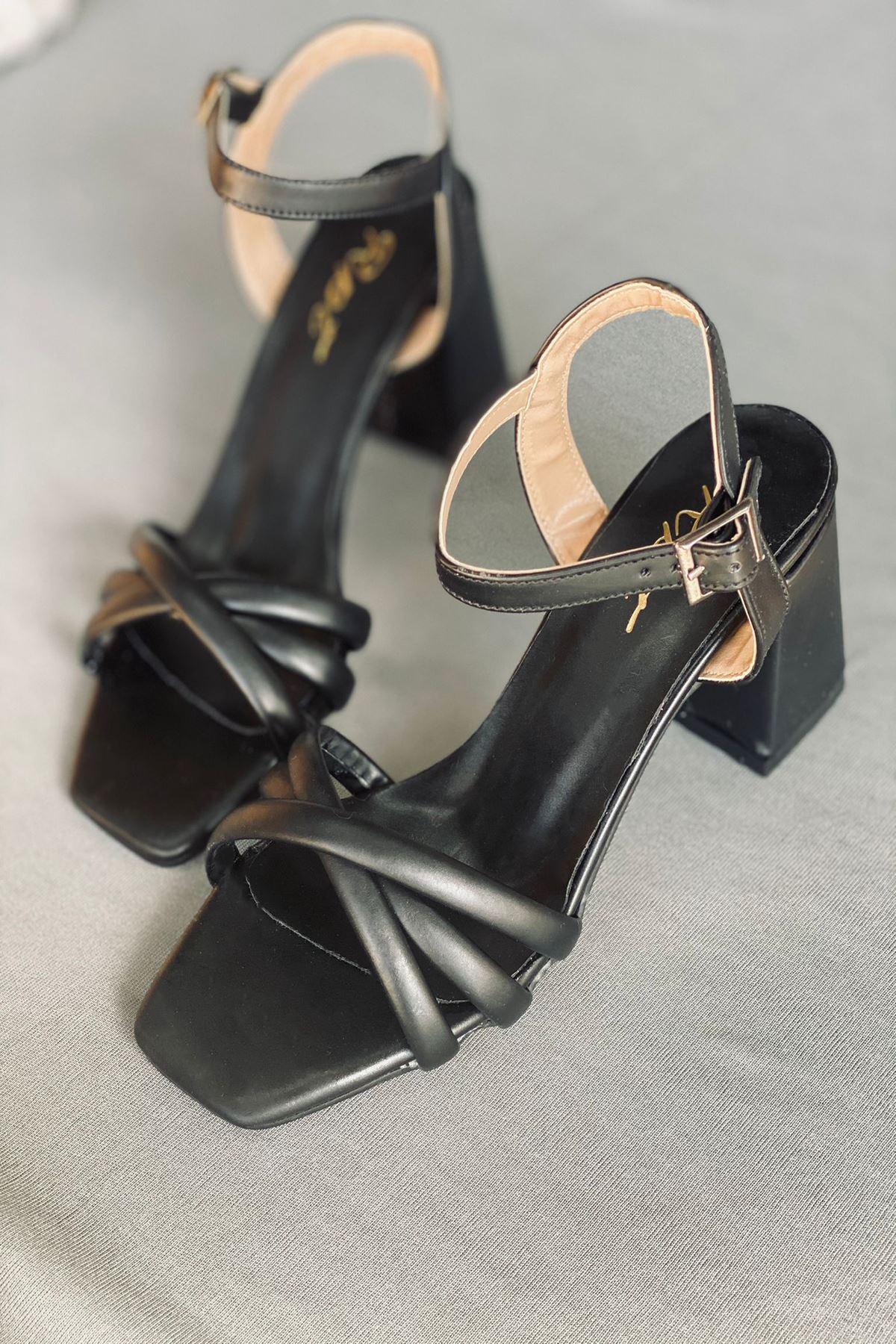 Y930 Siyah Deri Topuklu Ayakkabı