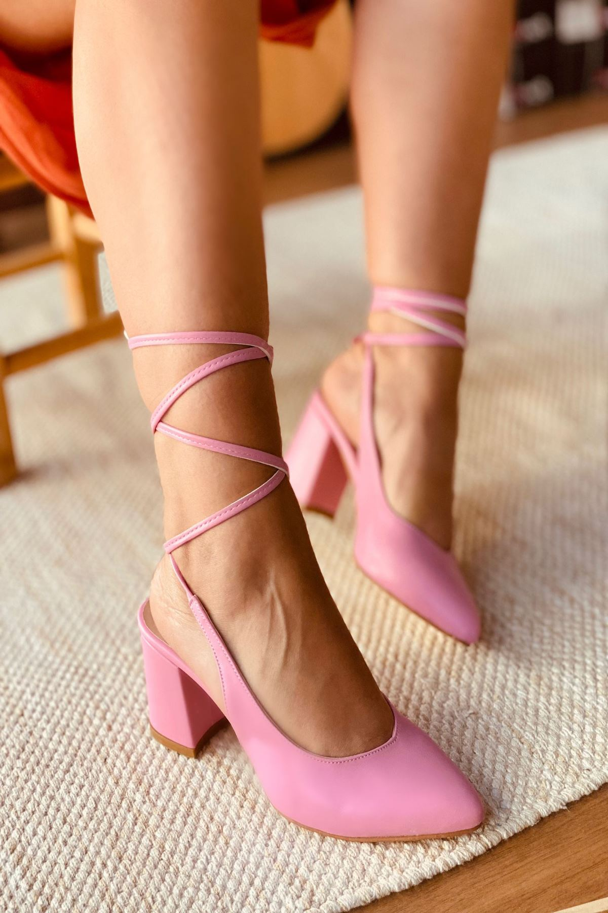 Y114 Pembe Deri Topuklu Ayakkabı