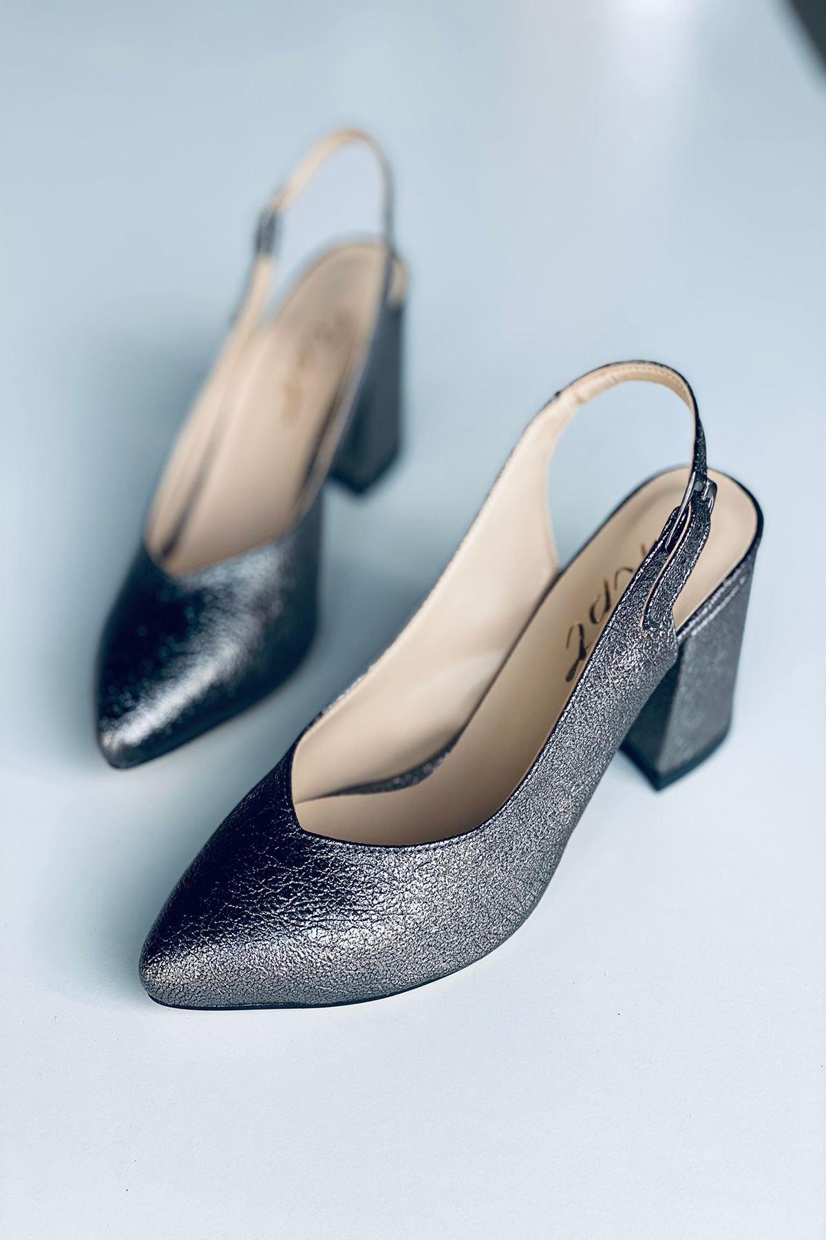 Y101 Gümüş Deri Topuklu Ayakkabı