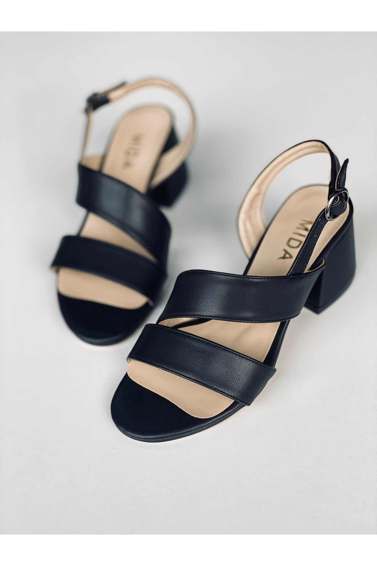 Y502 Siyah Deri Topuklu Ayakkabı