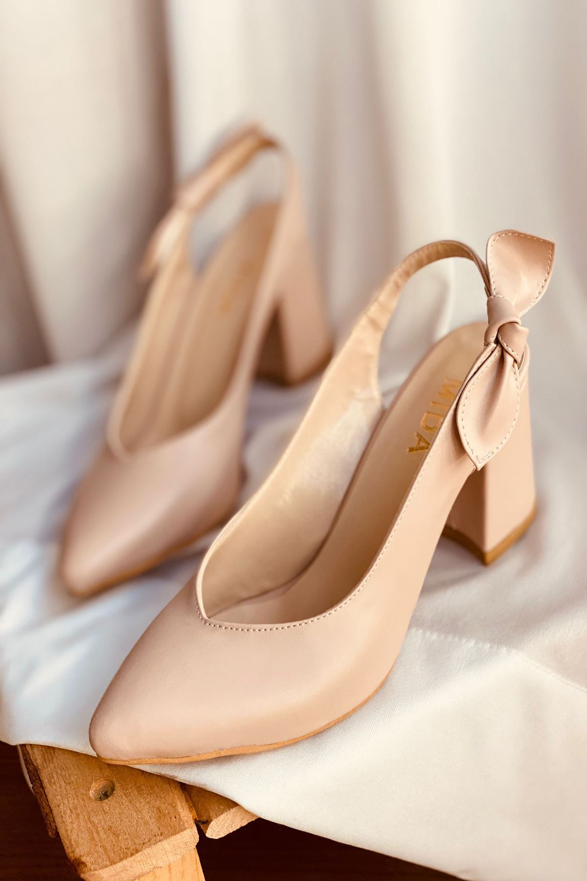 Y109 Ten Deri Topuklu Ayakkabı