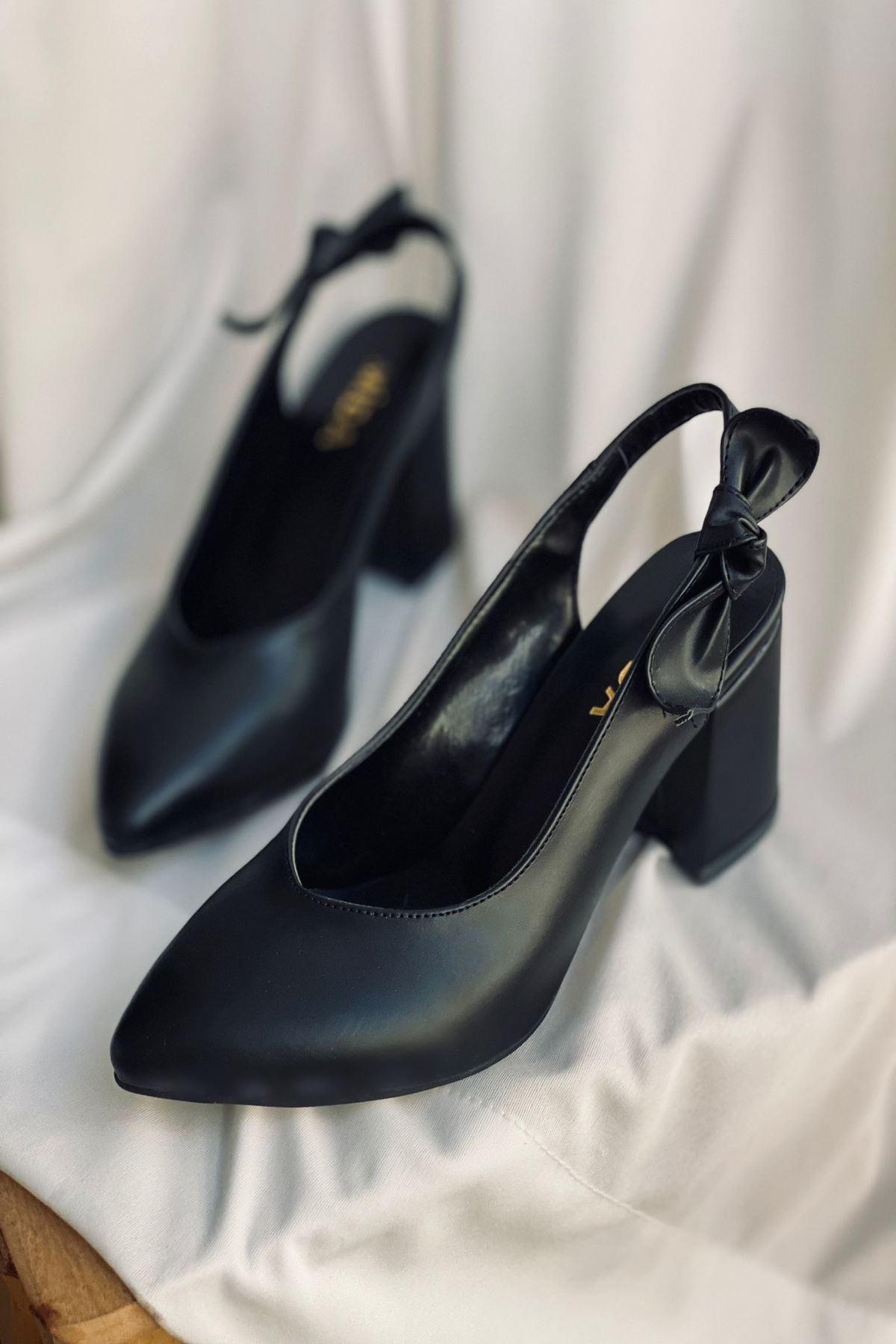 Y109 Siyah Deri Topuklu Ayakkabı