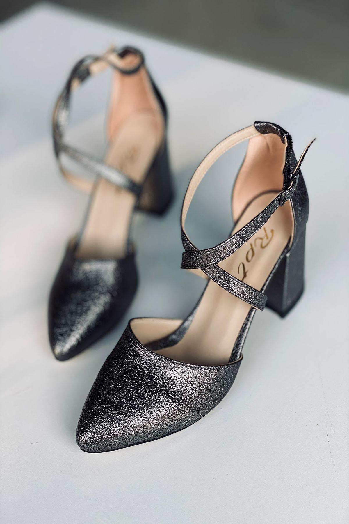 Y115 Gümüş Deri Topuklu Ayakkabı