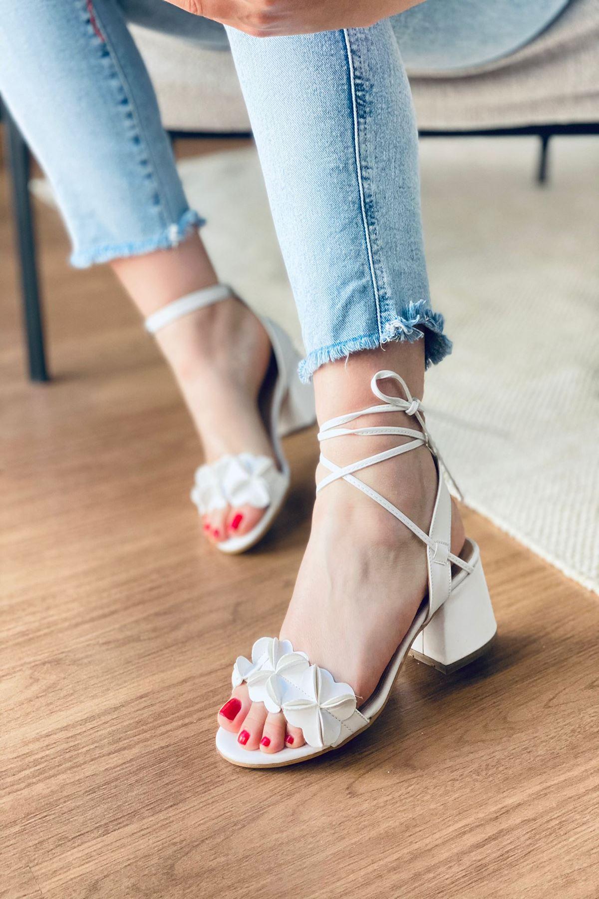 Y501 Beyaz Deri Topuklu Ayakkabı