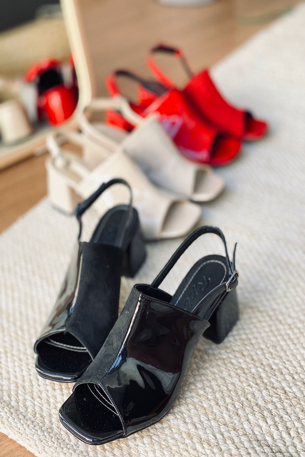 Y902 Siyah Rugan Topuklu Ayakkabı