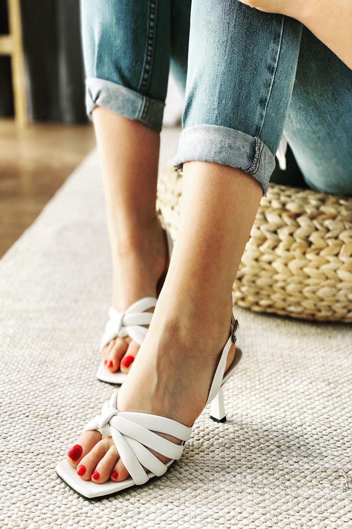 Y923 Beyaz Deri Topuklu Ayakkabı