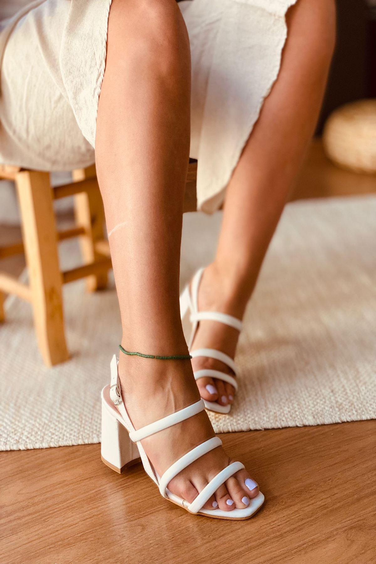 Y3011 Beyaz Deri Topuklu Ayakkabı