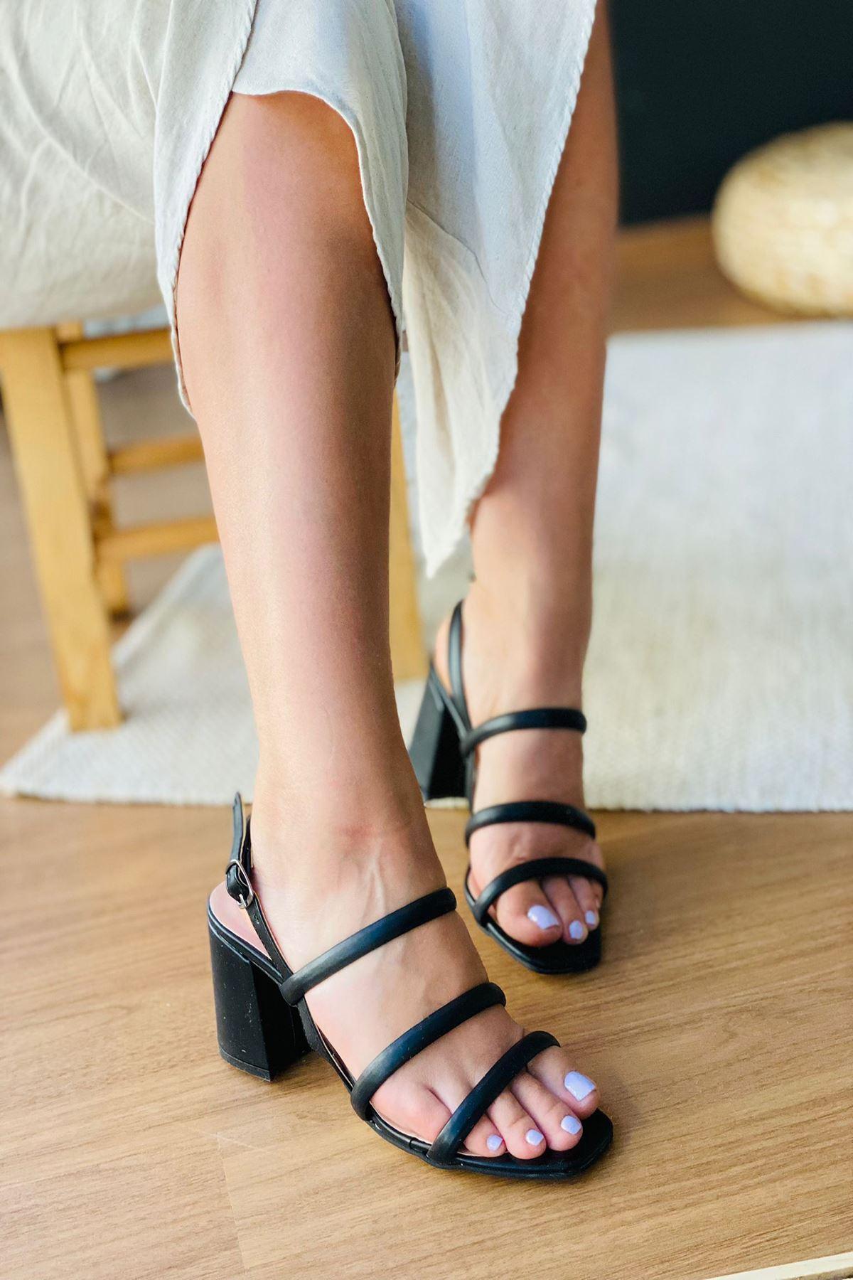 Y3011 Siyah Deri Topuklu Ayakkabı