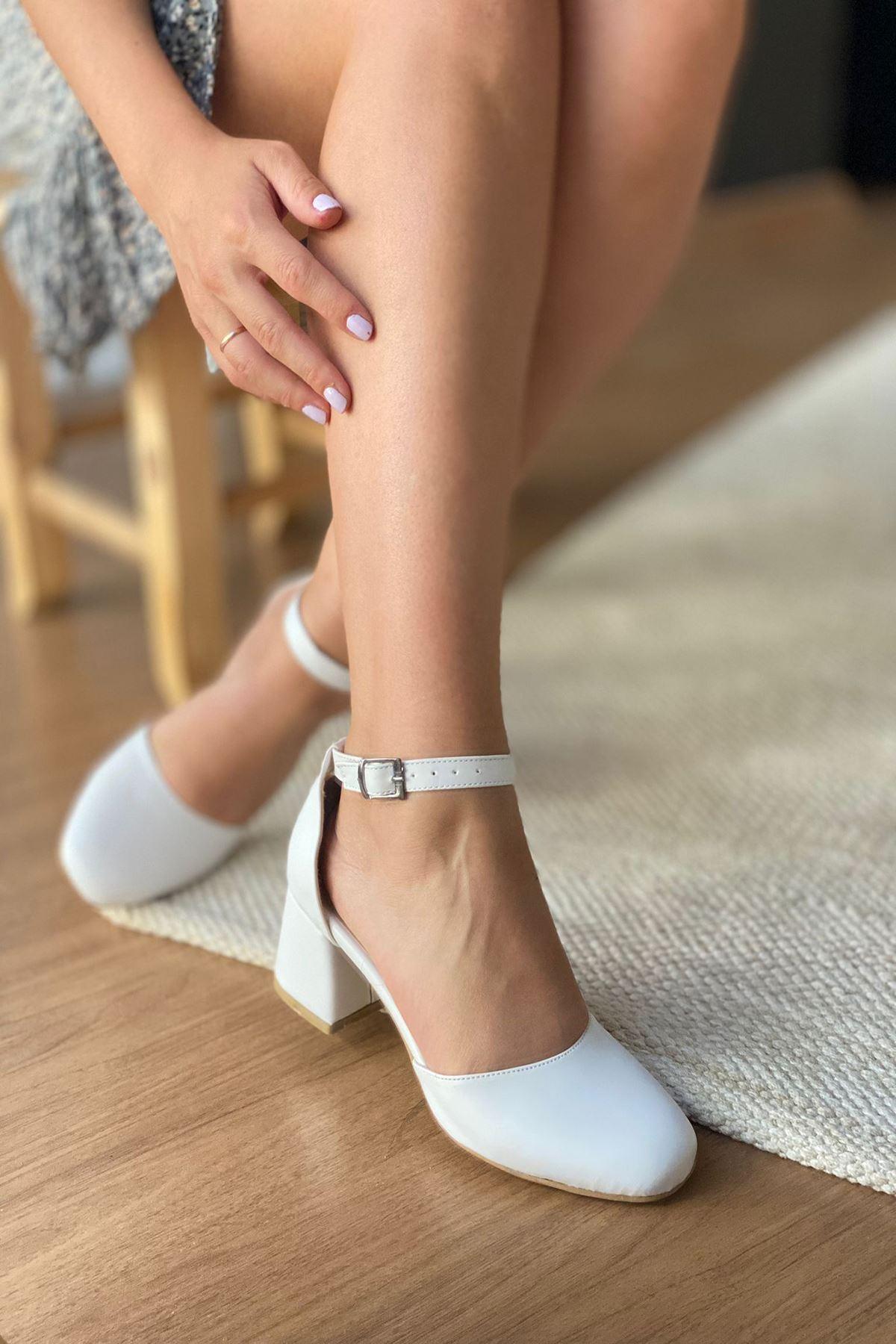 Y192 Beyaz Deri Topuklu Ayakkabı