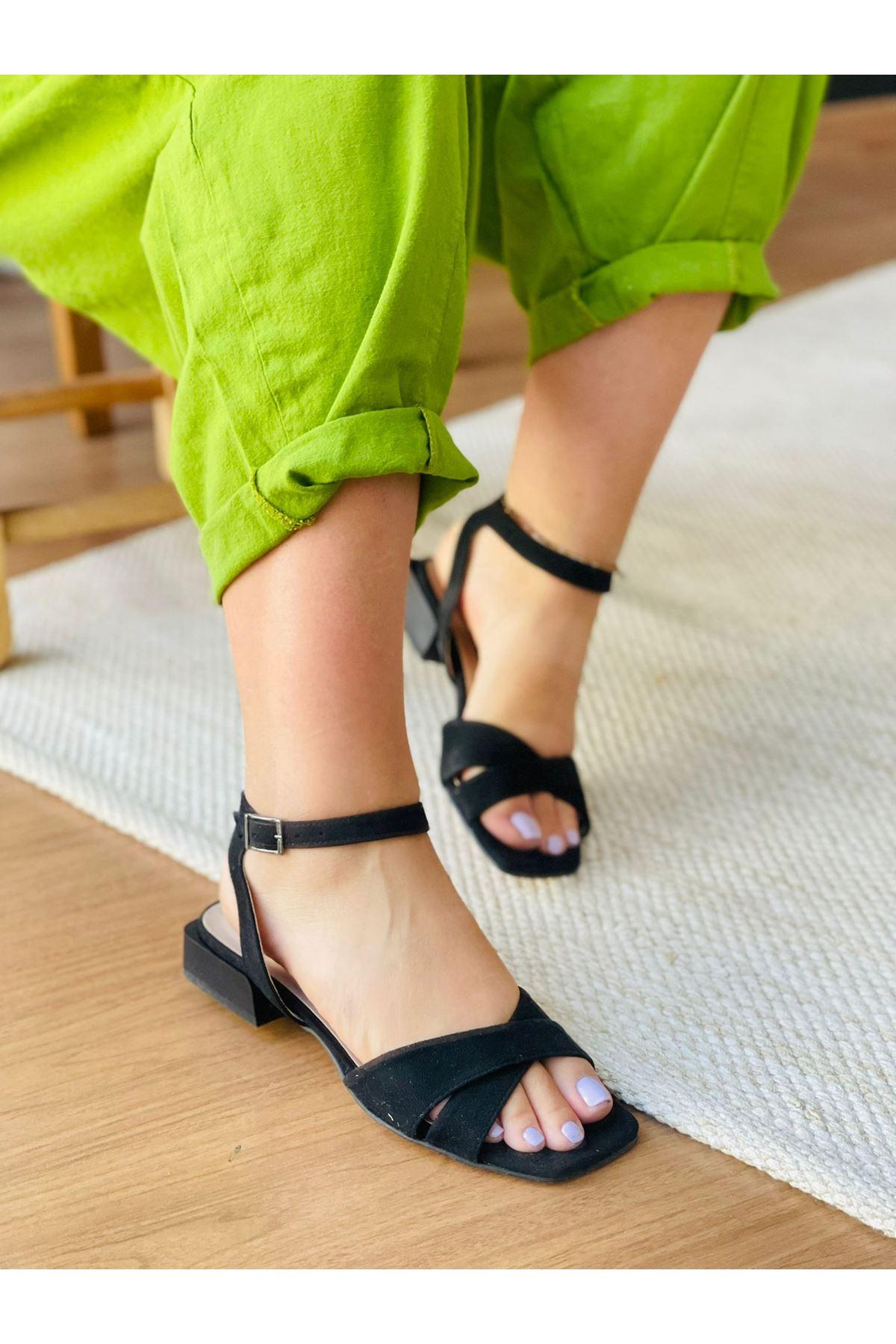 Y400 Siyah Süet Sandalet