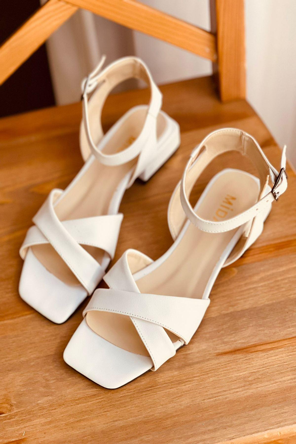 Y400 Beyaz Deri Sandalet