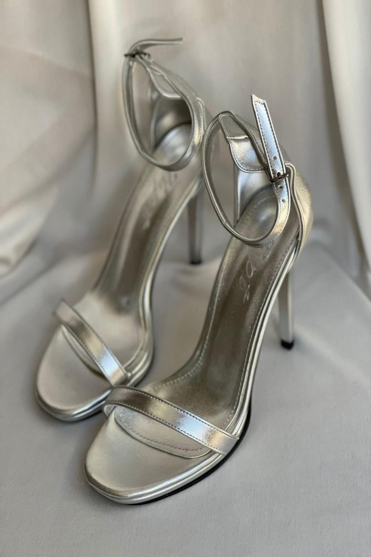YLOVE01 Gümüş Deri Topuklu Ayakkabı