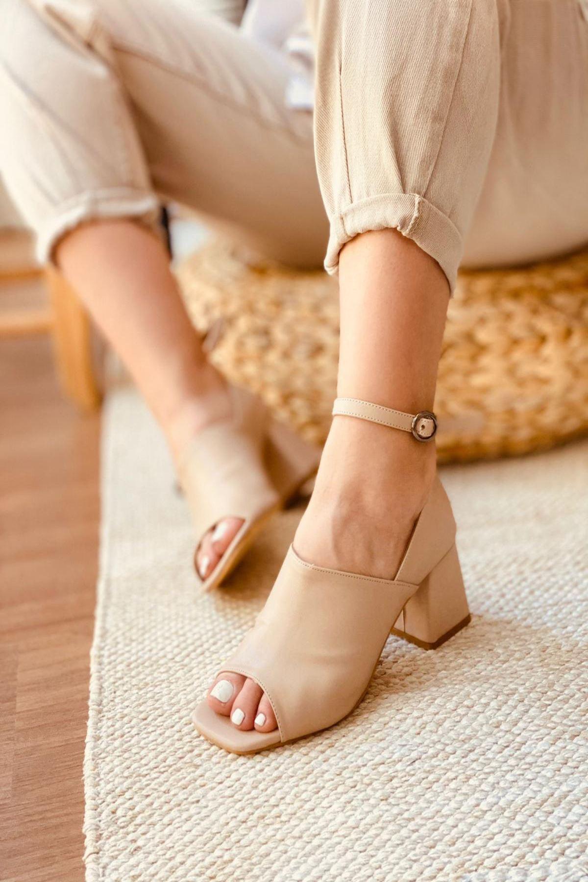 Y706 Ten Deri Topuklu Ayakkabı