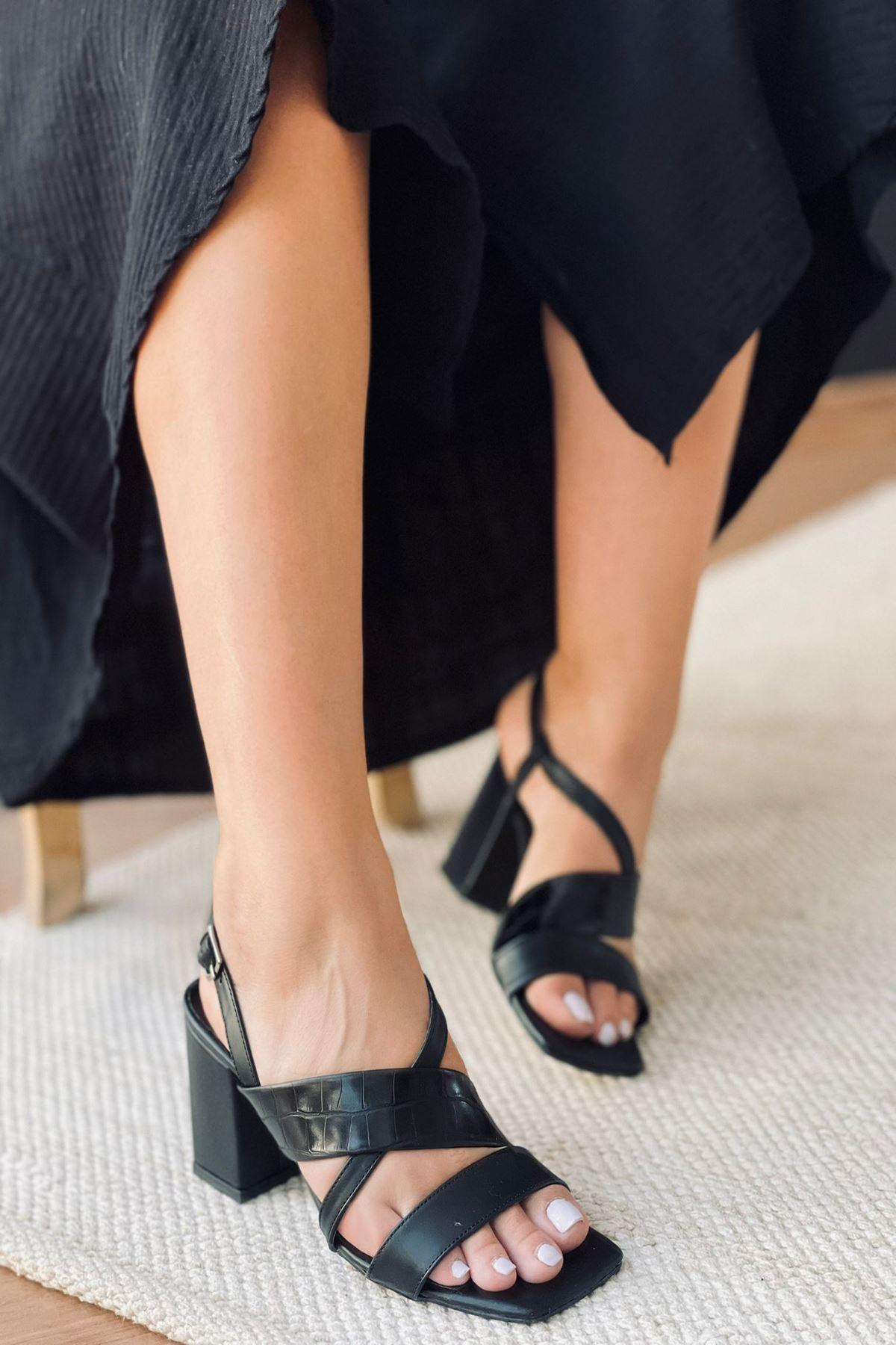 Y925 Siyah Deri Topuklu Ayakkabı
