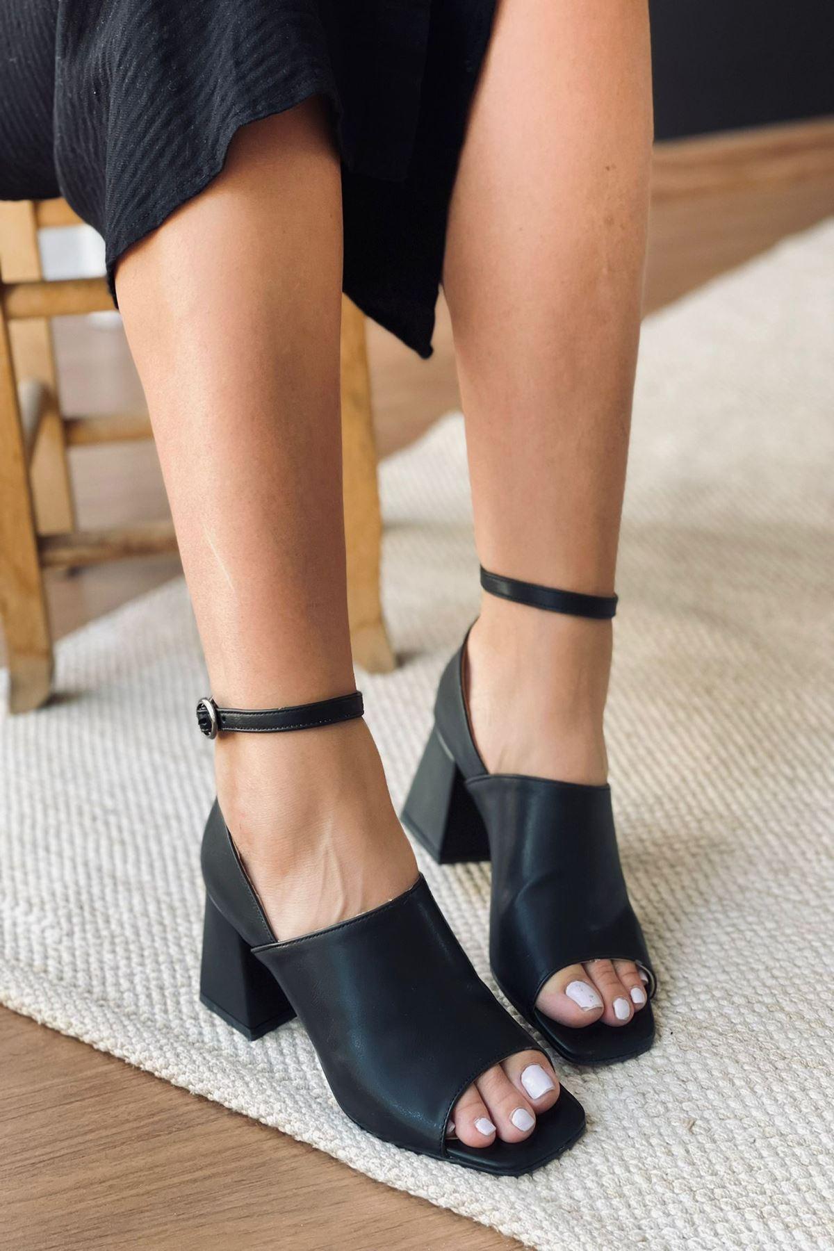 Y706 Siyah Deri Topuklu Ayakkabı
