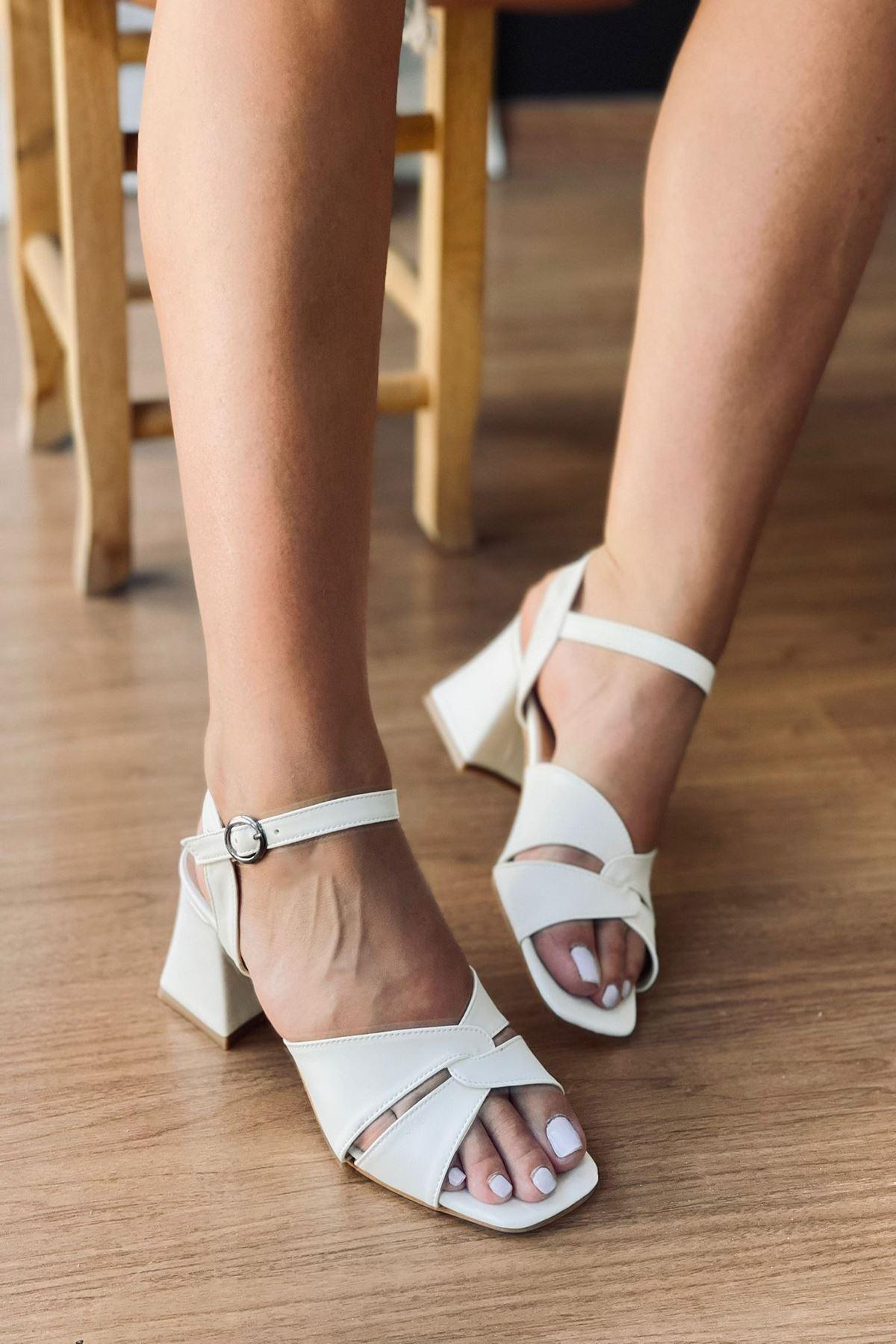 Y711 Beyaz Deri Topuklu Ayakkabı